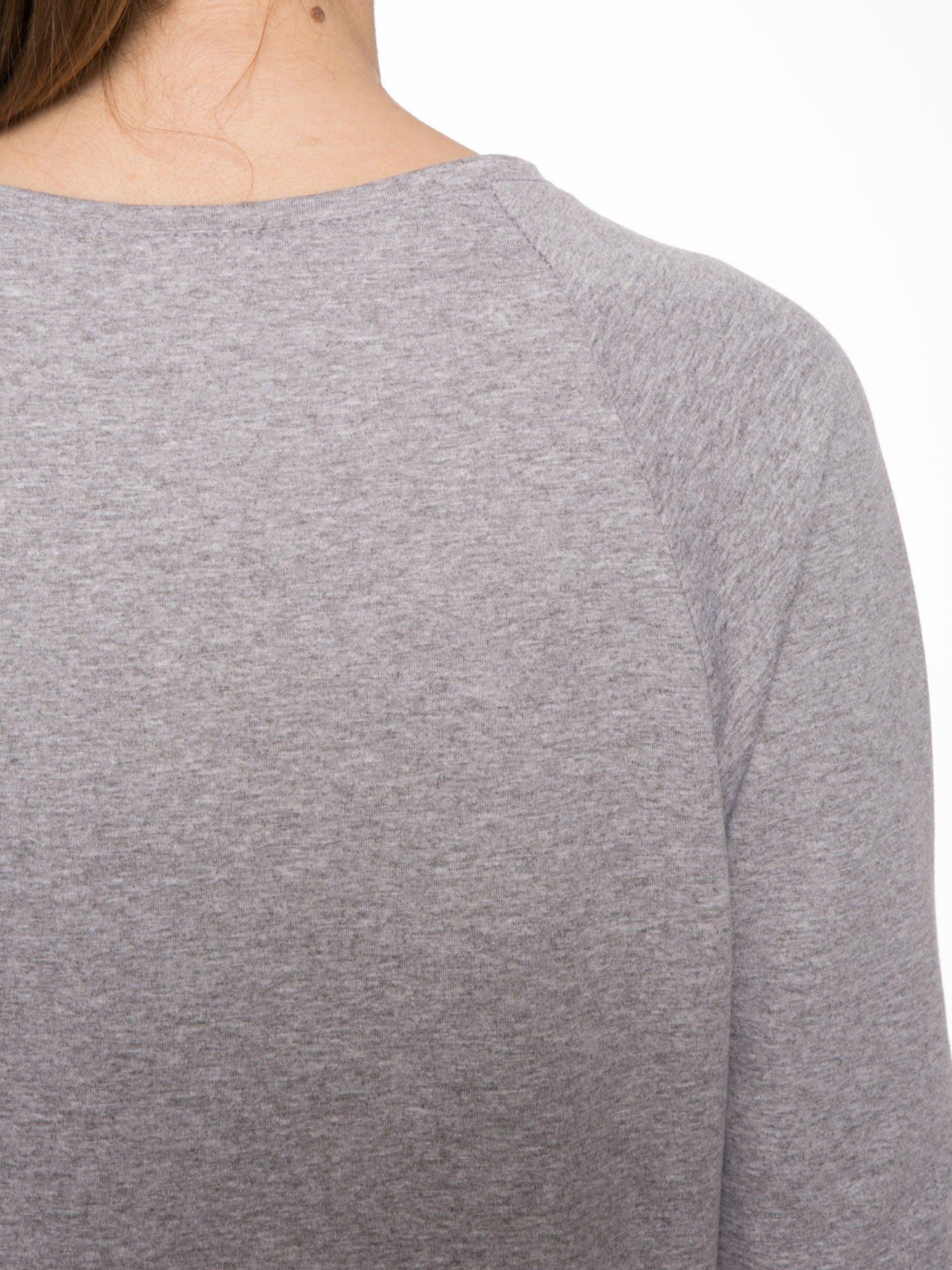 Szara dresowa bluza z nadrukiem kota i napisem RĘCE DO GÓRY                                  zdj.                                  7
