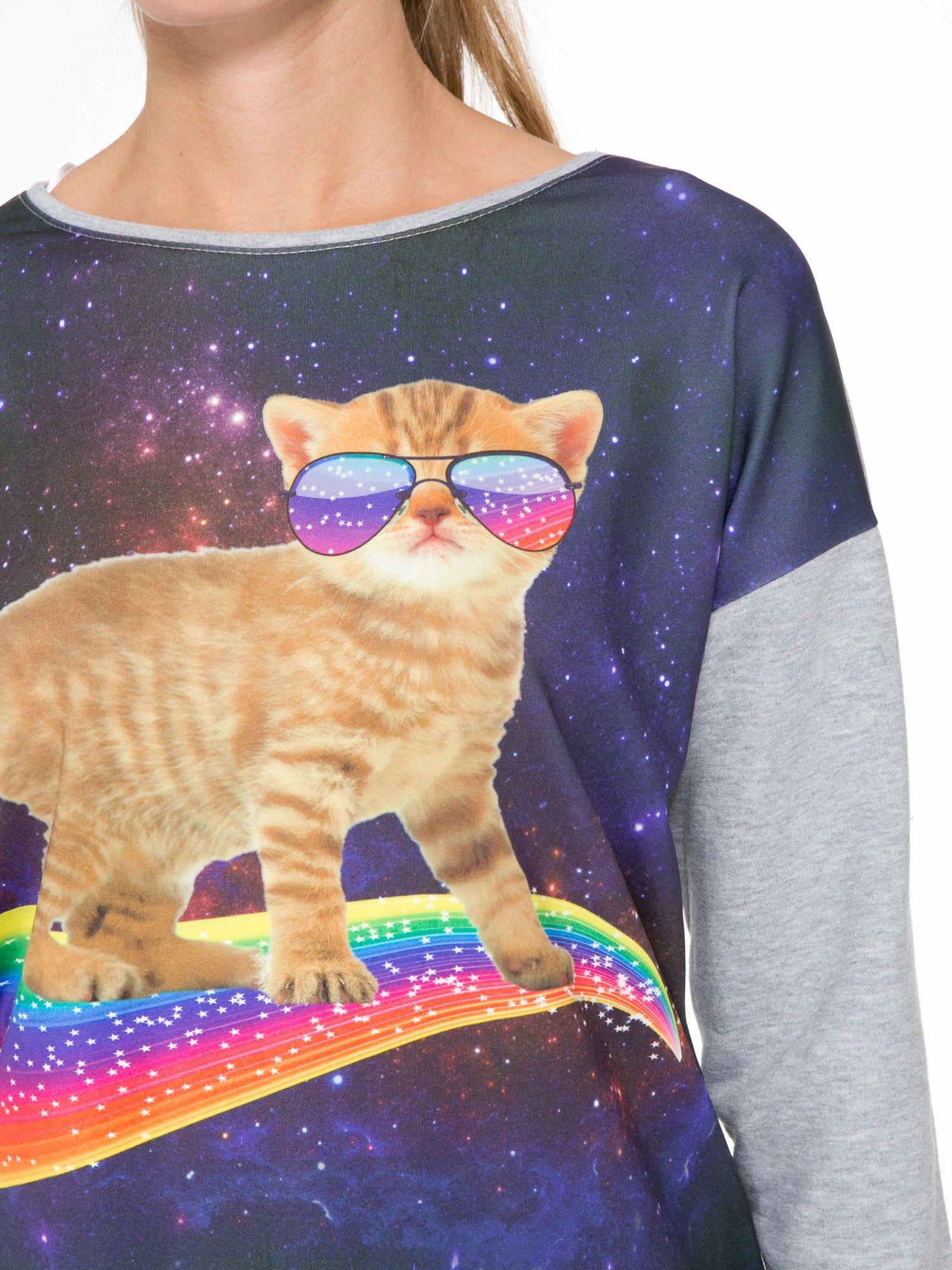 Szara dresowa bluza z nadrukiem kota z motywem galaxy                                  zdj.                                  6