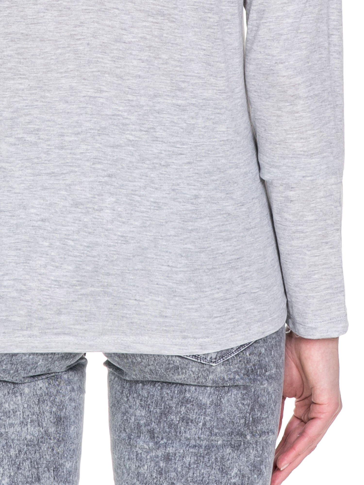 Szara melanżowa bawełniana bluzka z dekoltem typu woda                                  zdj.                                  8