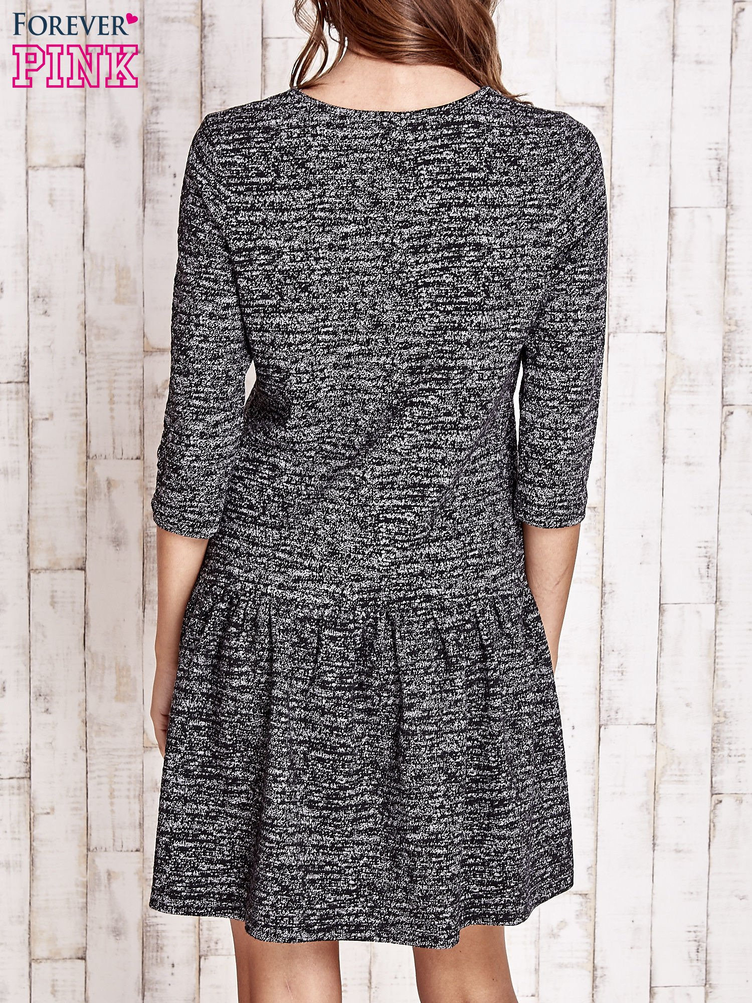 Szara melanżowa sukienka z szeroką falbanką