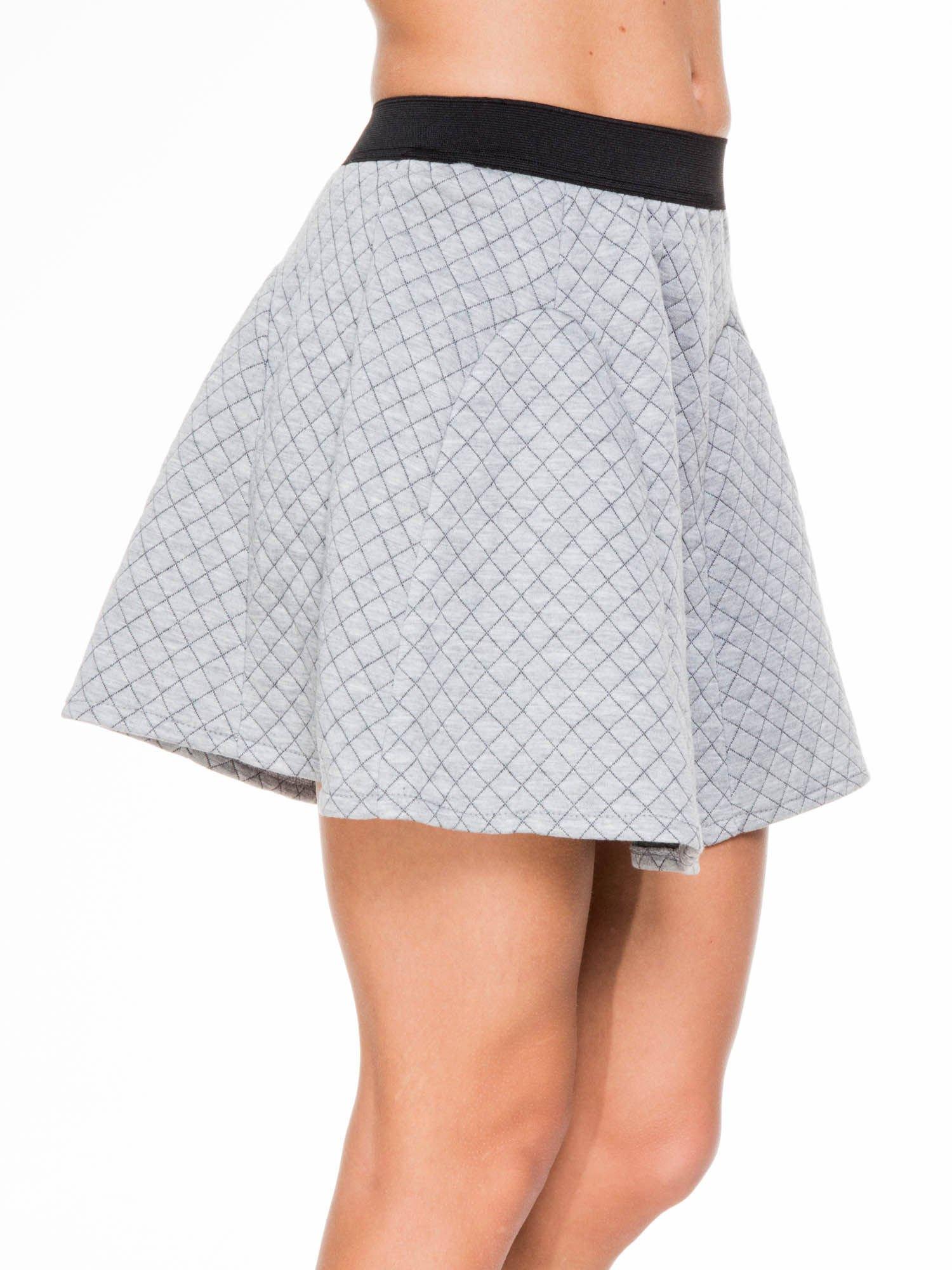 Szara rozkloszowana mini spódniczka w kratkę                                  zdj.                                  5