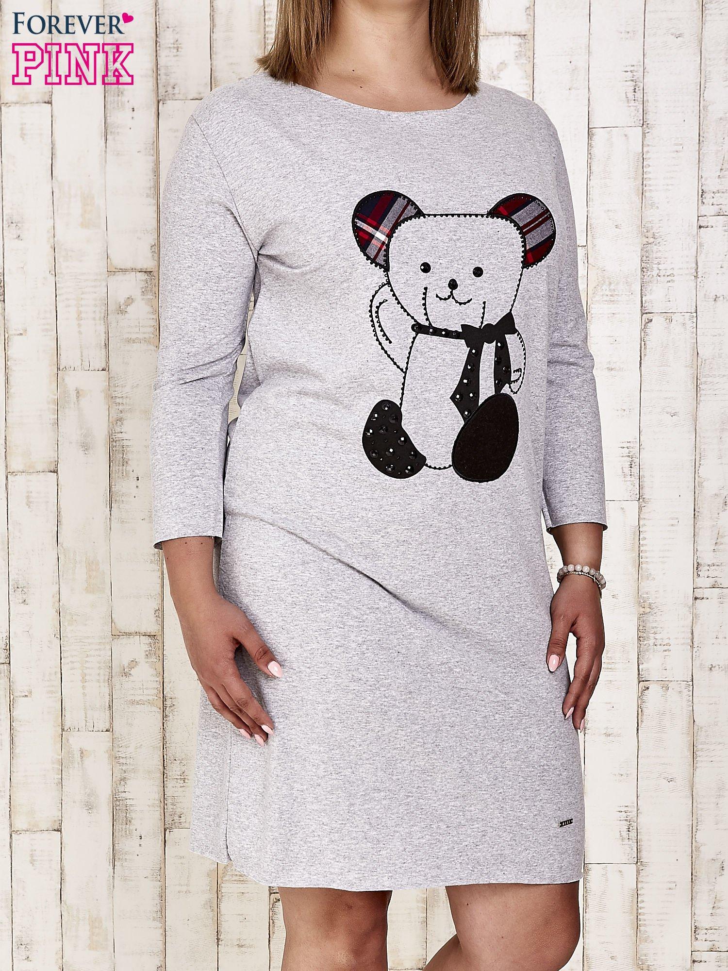 Szara sukienka dresowa z misiem PLUS SIZE                                  zdj.                                  1