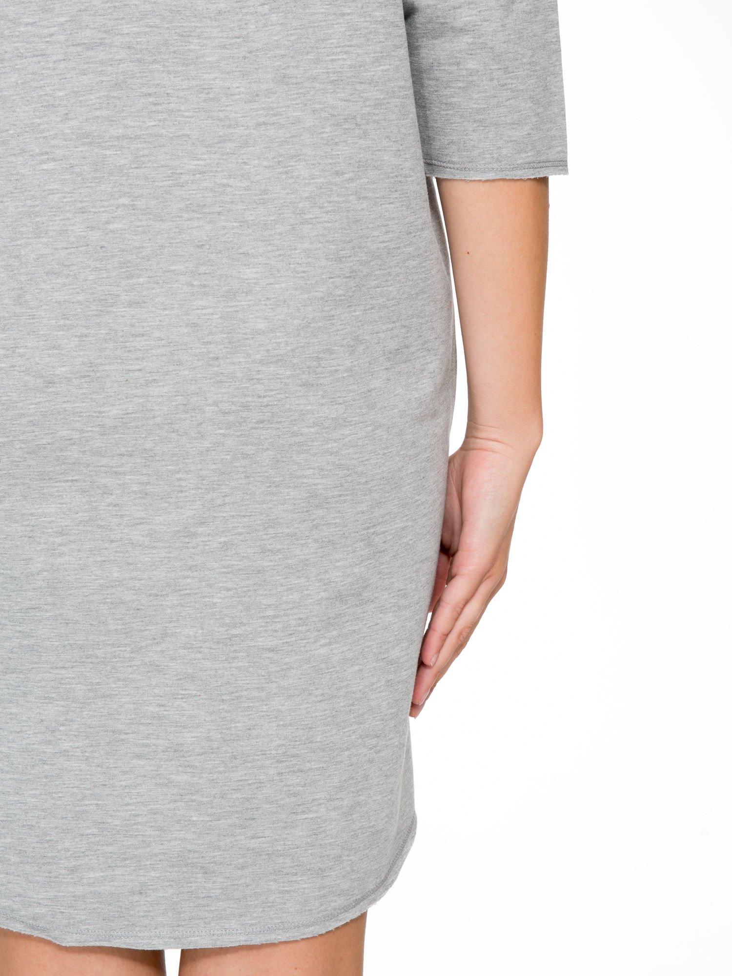 Szara sukienka oversize z surowym wykończeniem                                  zdj.                                  9