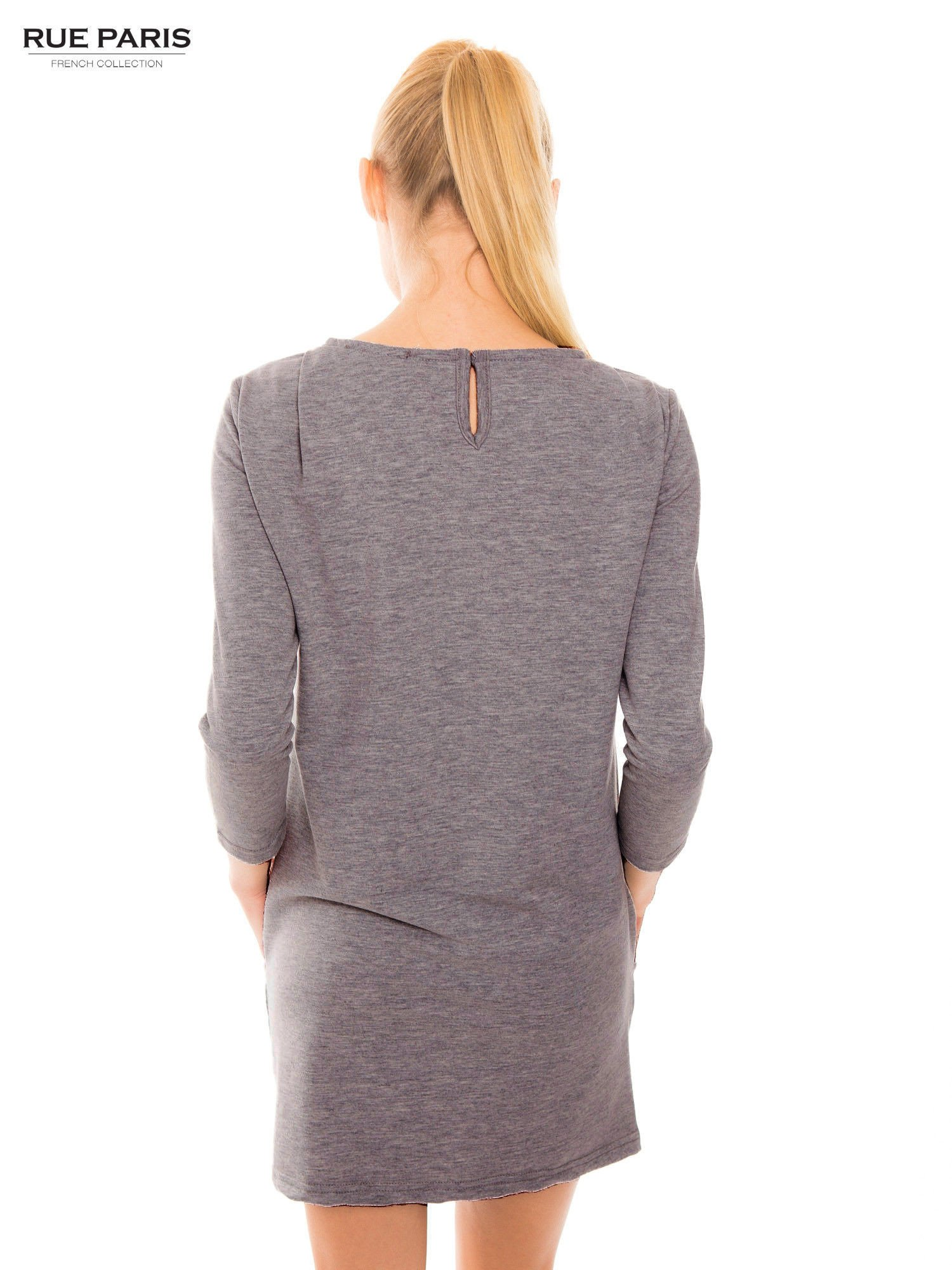 Szara sukienka z kieszeniami z dresowej dzianiny                                  zdj.                                  3