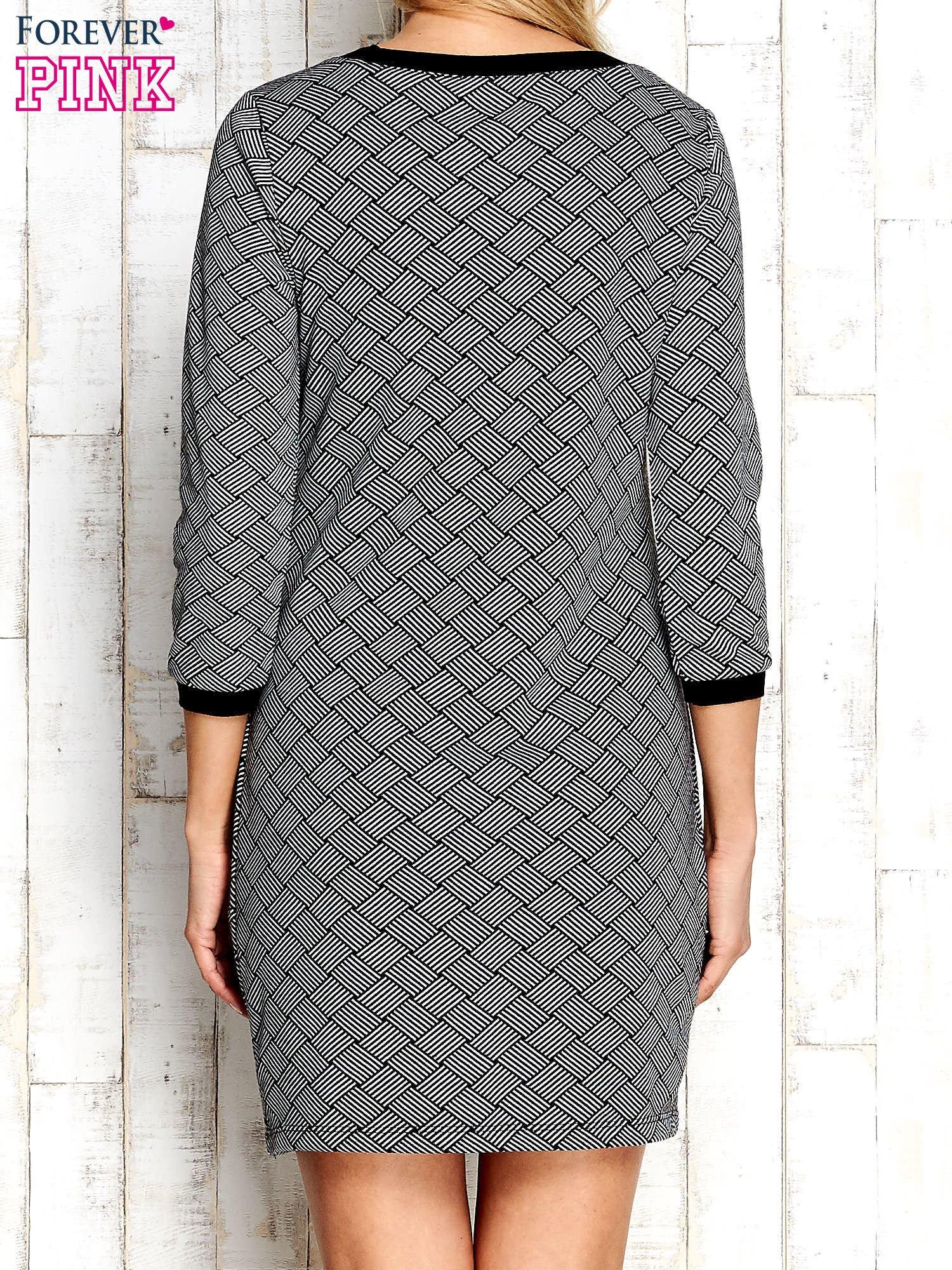 Szara sukienka z motywem plecionki                                  zdj.                                  4
