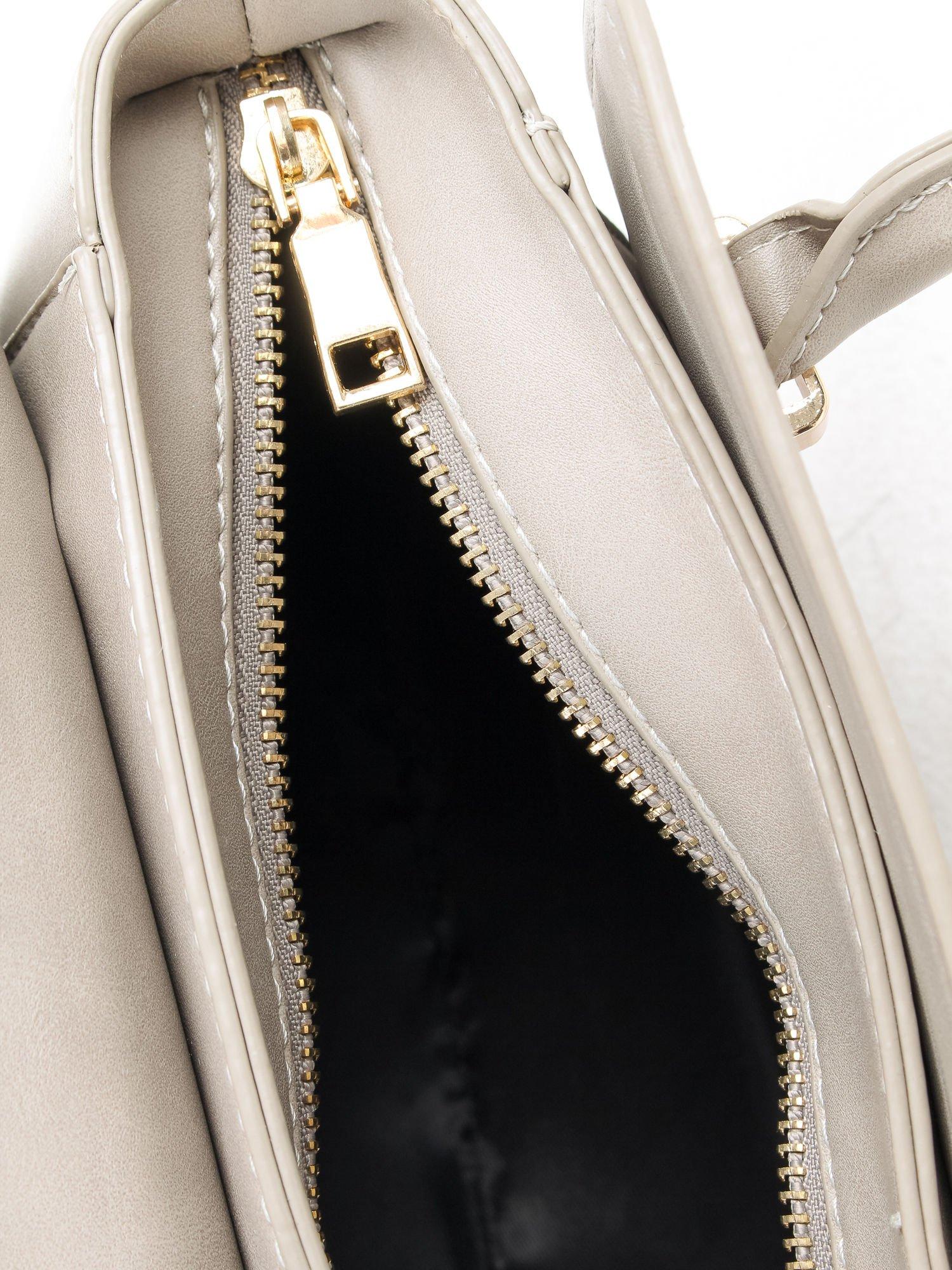 Szara torebka kuferek z odpinanym paskiem                                  zdj.                                  8