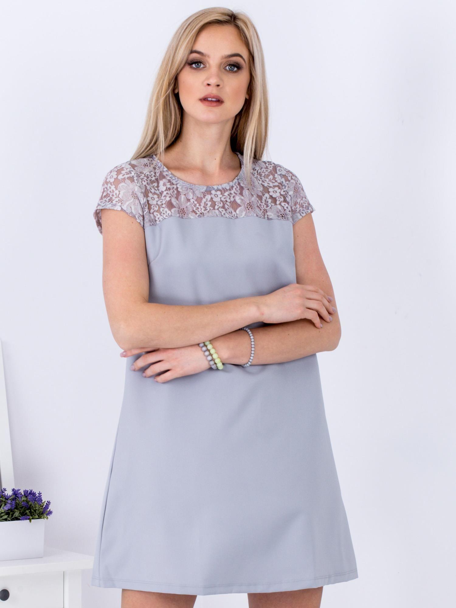 3eea40c212 Szara trapezowa sukienka z koronkową górą - Sukienka koktajlowa - sklep  eButik.pl