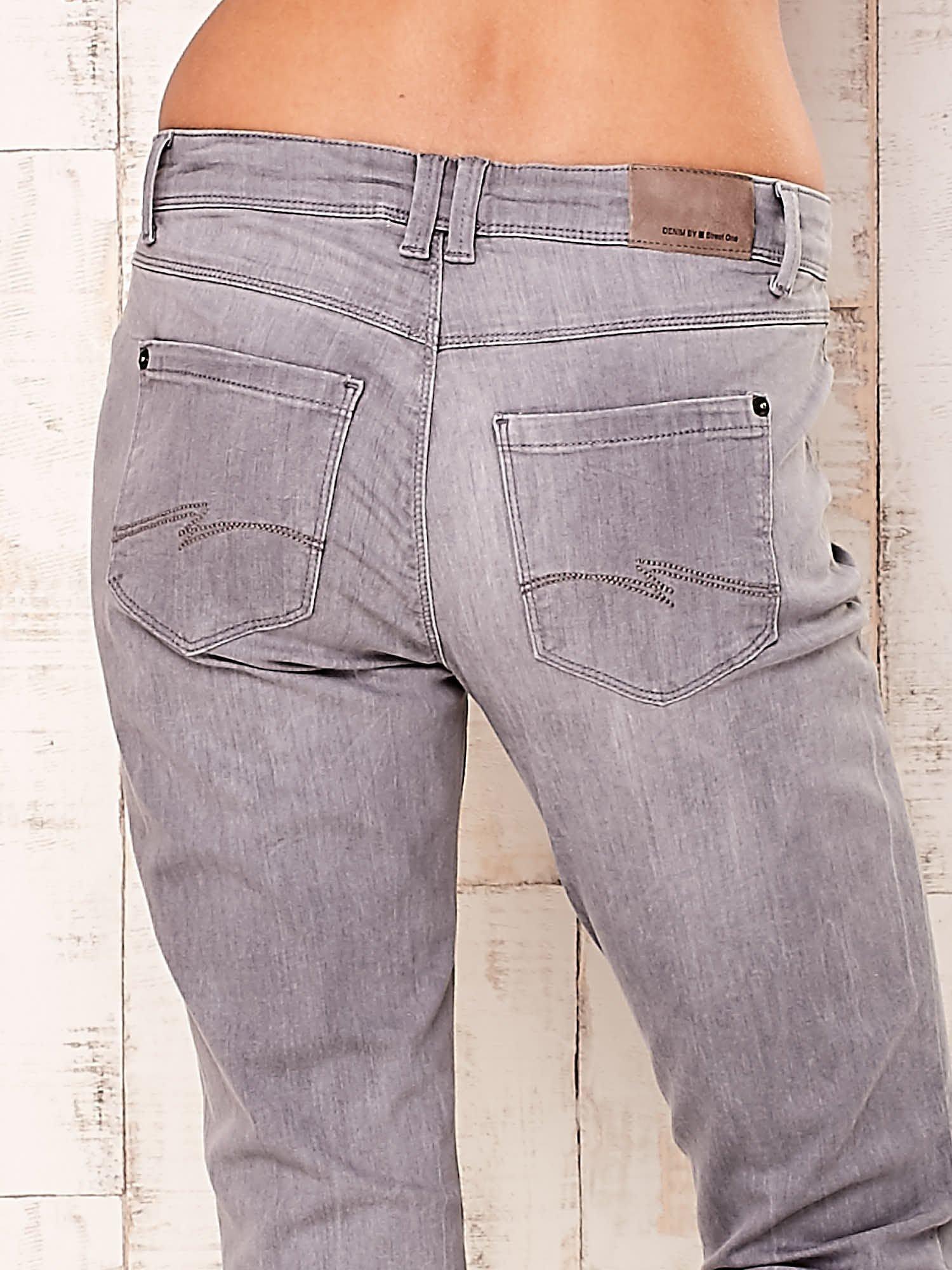 Szare dopasowane spodnie ze stretchem                                  zdj.                                  5