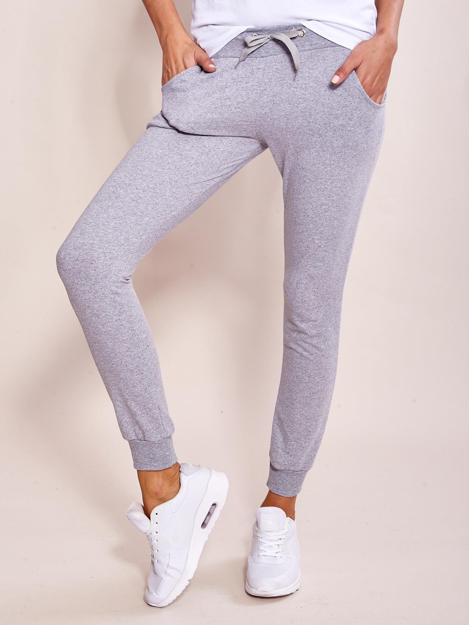 9ceb6bae Szare dresowe spodnie damskie