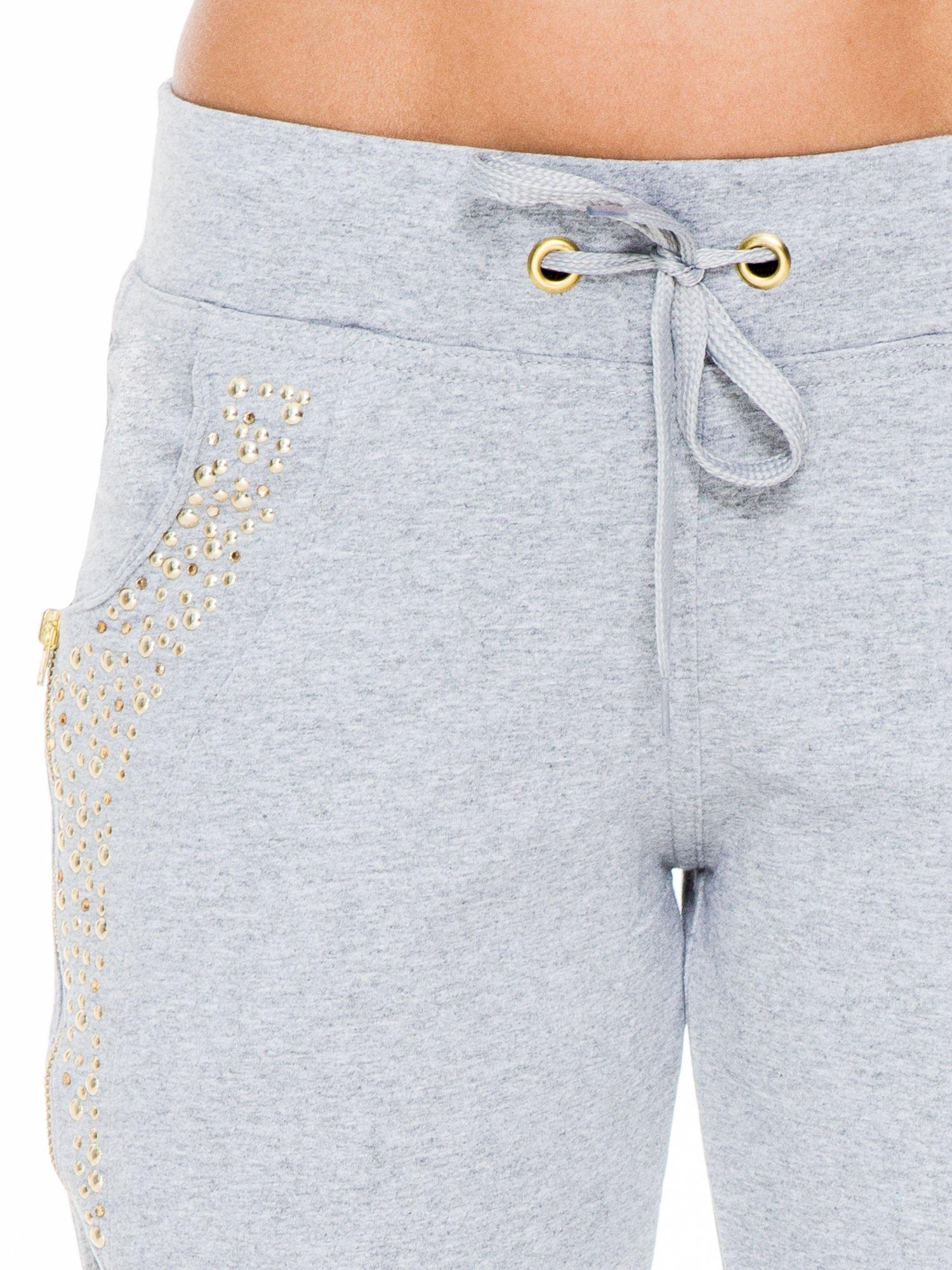 Szare eleganckie spodnie dresowe z dżetami                                  zdj.                                  5