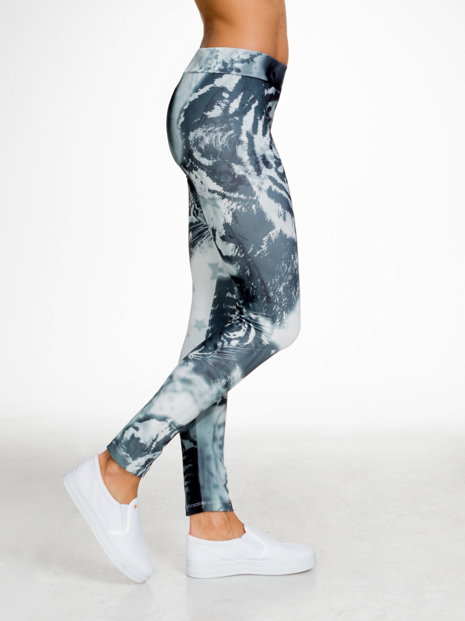 Szare legginsy w abstrakcyjny wzór                                  zdj.                                  2