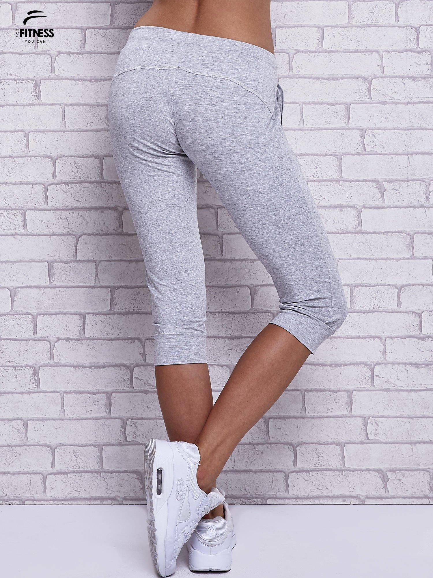 Szare melanżowe spodnie capri z bocznymi kieszeniami                                  zdj.                                  3