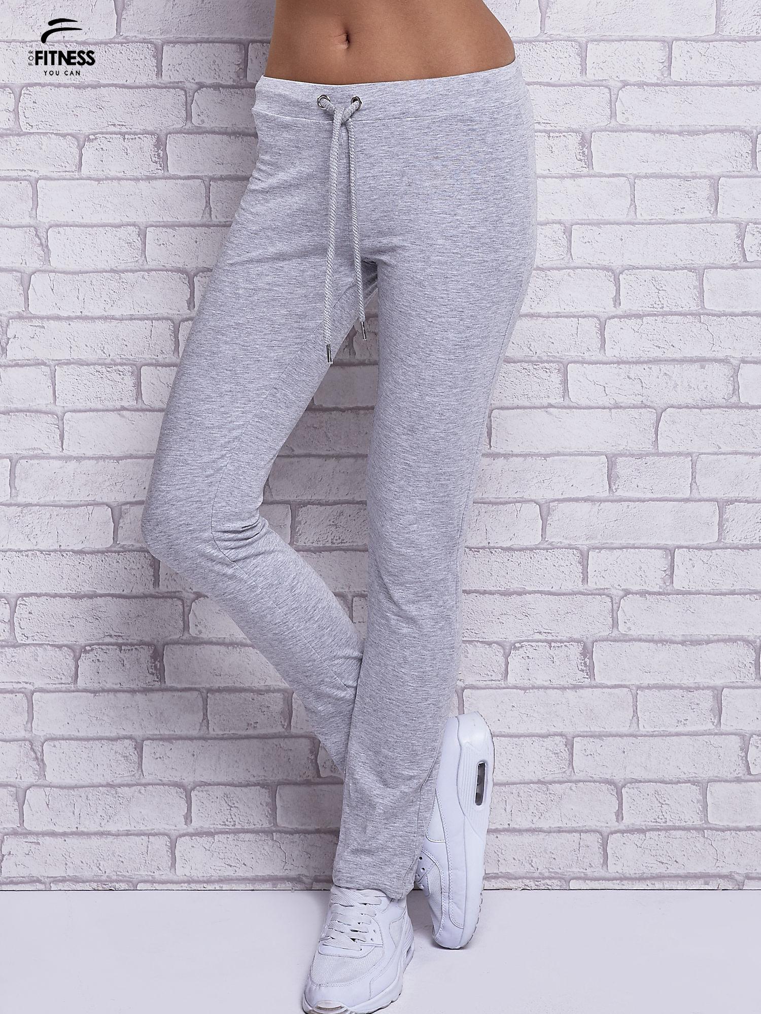 Szare melanżowe spodnie dresowe z prostą nogawką                                  zdj.                                  1