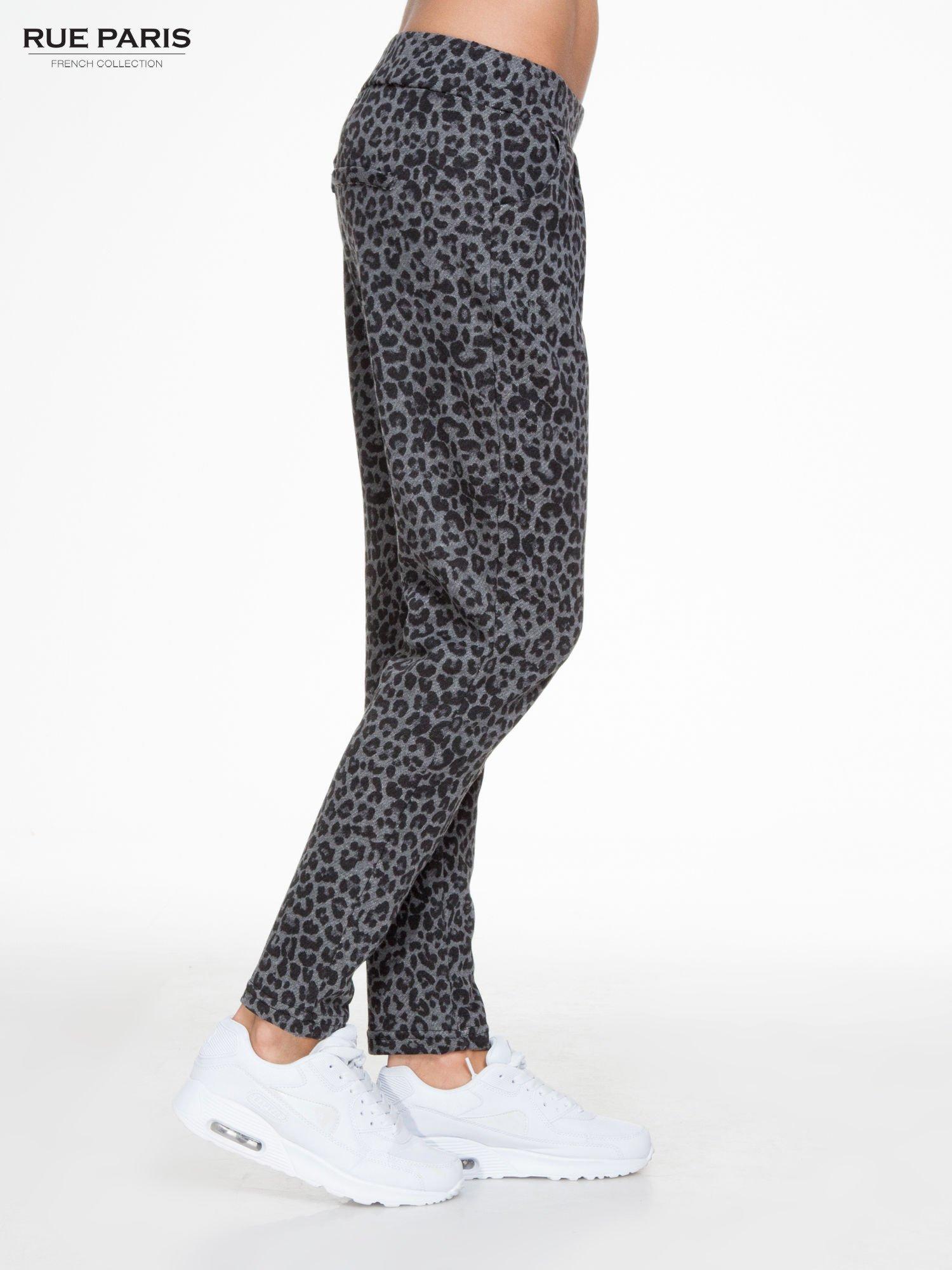 Szare panterkowe spodnie dresowe                                  zdj.                                  3