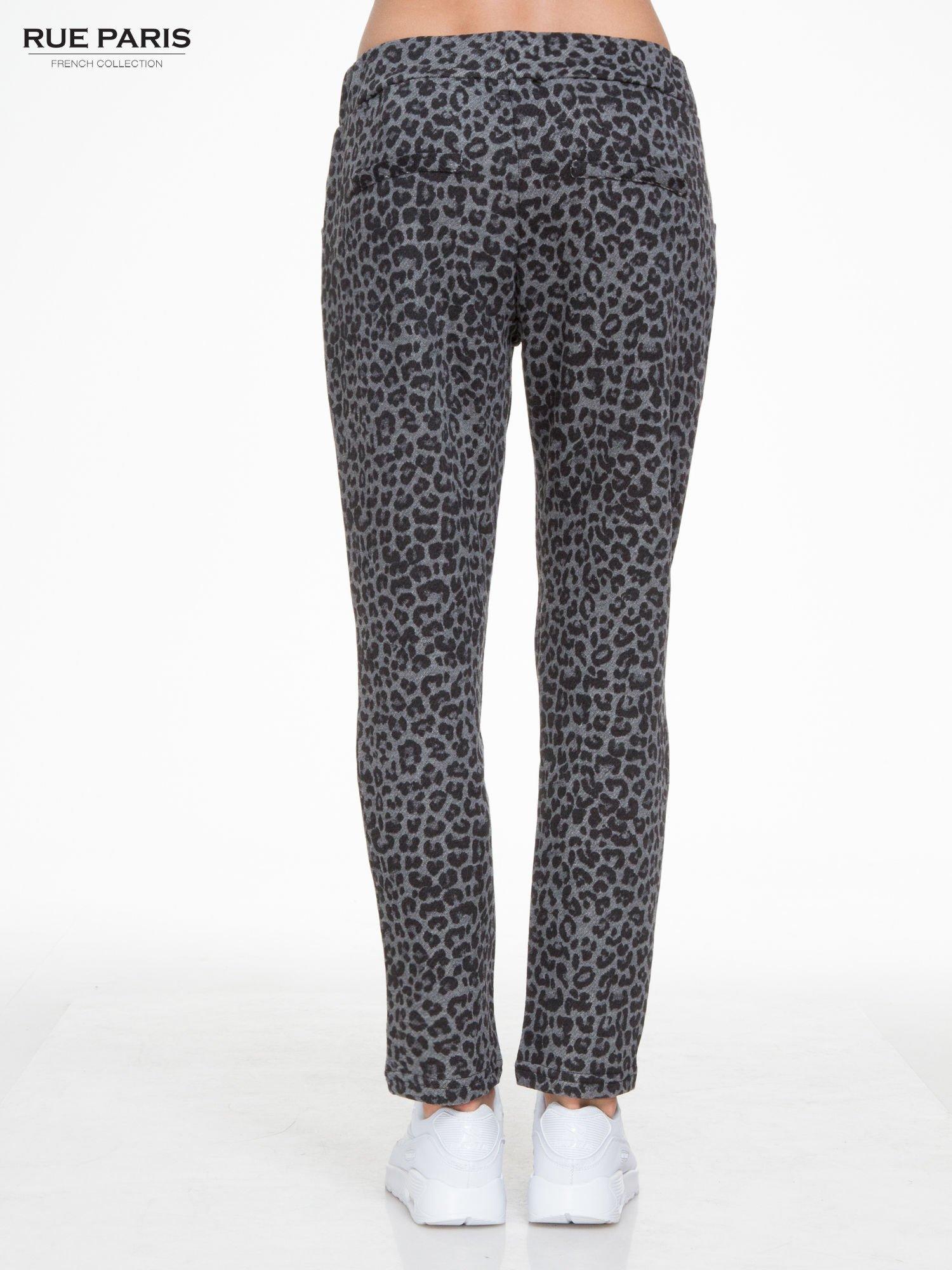 Szare panterkowe spodnie dresowe                                  zdj.                                  4