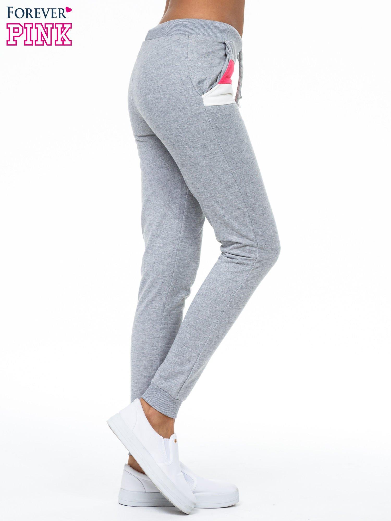 Szare spodnie dresowe z kolorową wstawką                                  zdj.                                  3