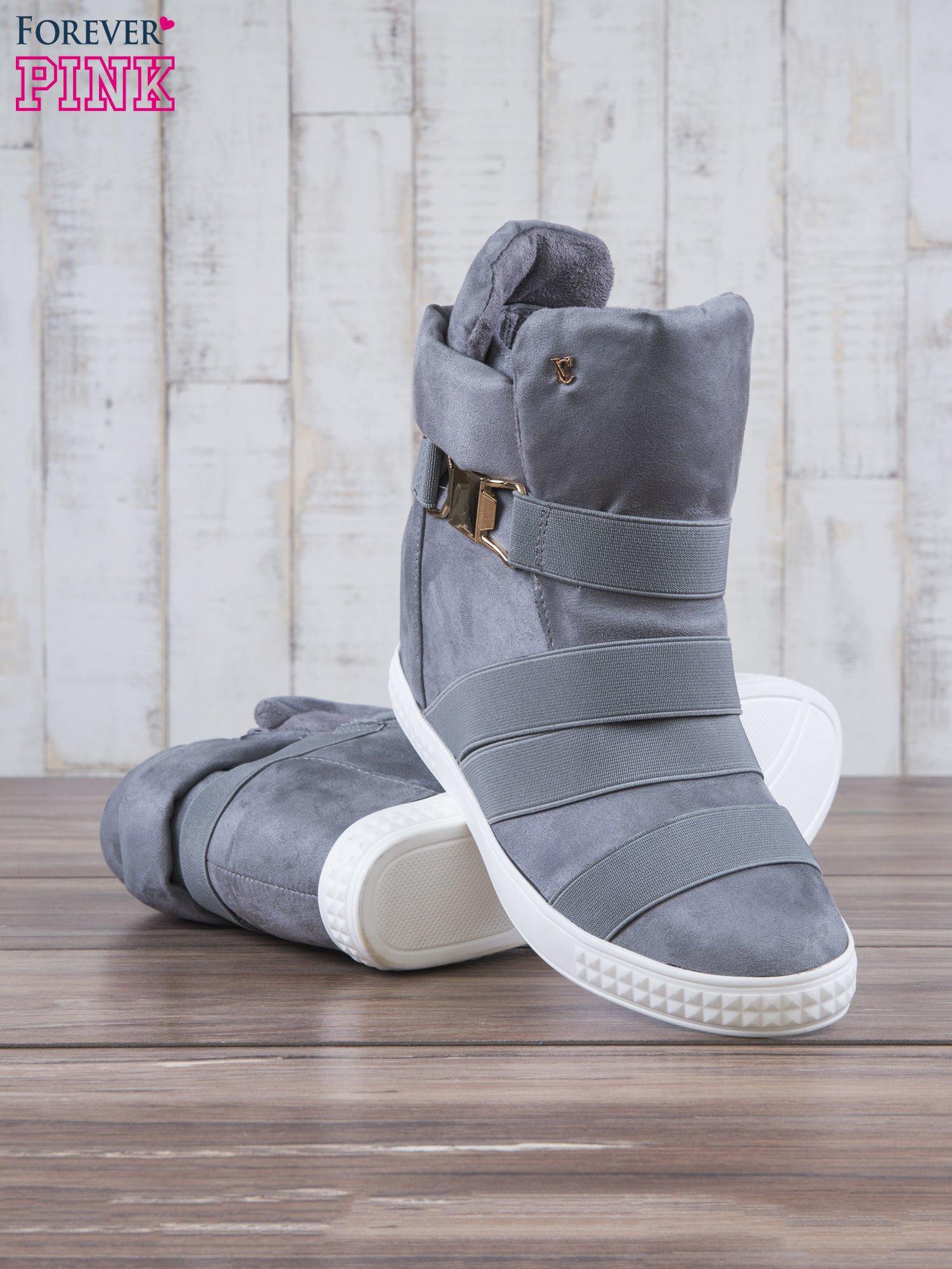 Szare zamszowe sneakersy bandage z klamerką Lucky                                  zdj.                                  4