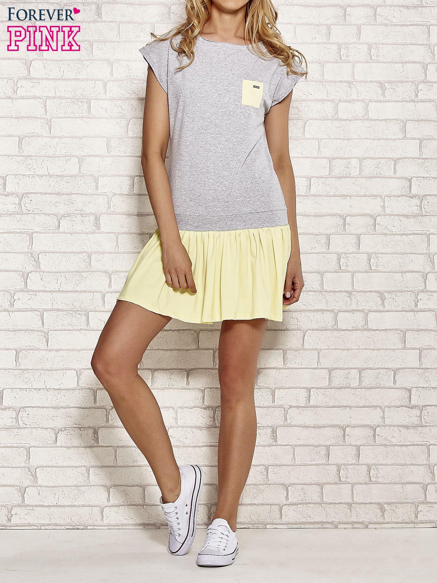 Szaro-żółta dresowa sukienka tenisowa z kieszonką                                  zdj.                                  2