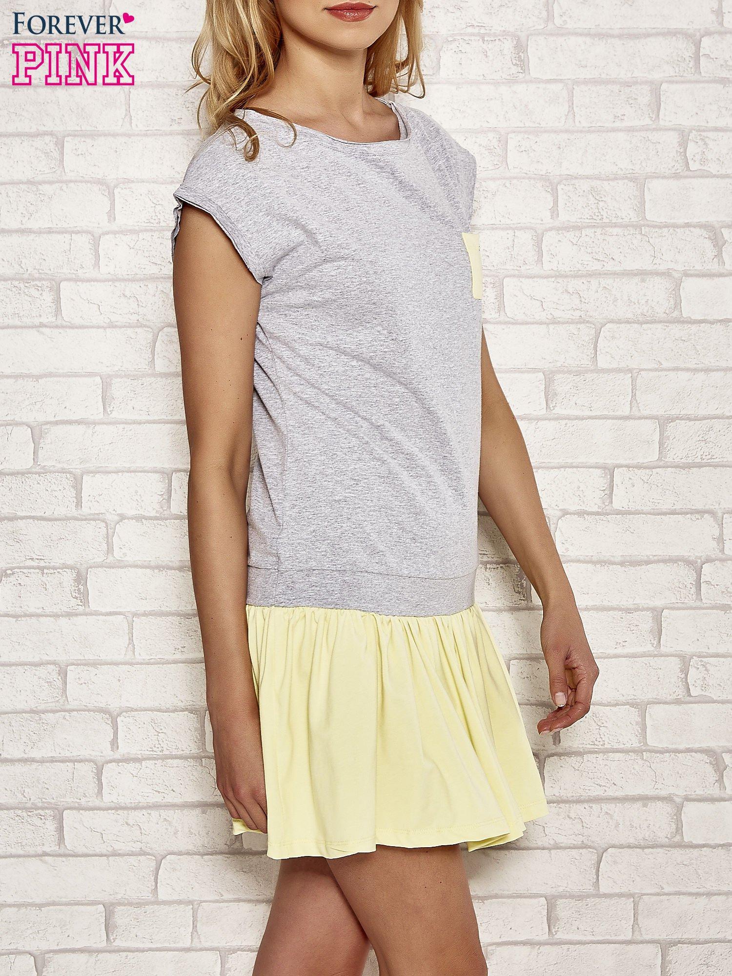 Szaro-żółta dresowa sukienka tenisowa z kieszonką                                  zdj.                                  3