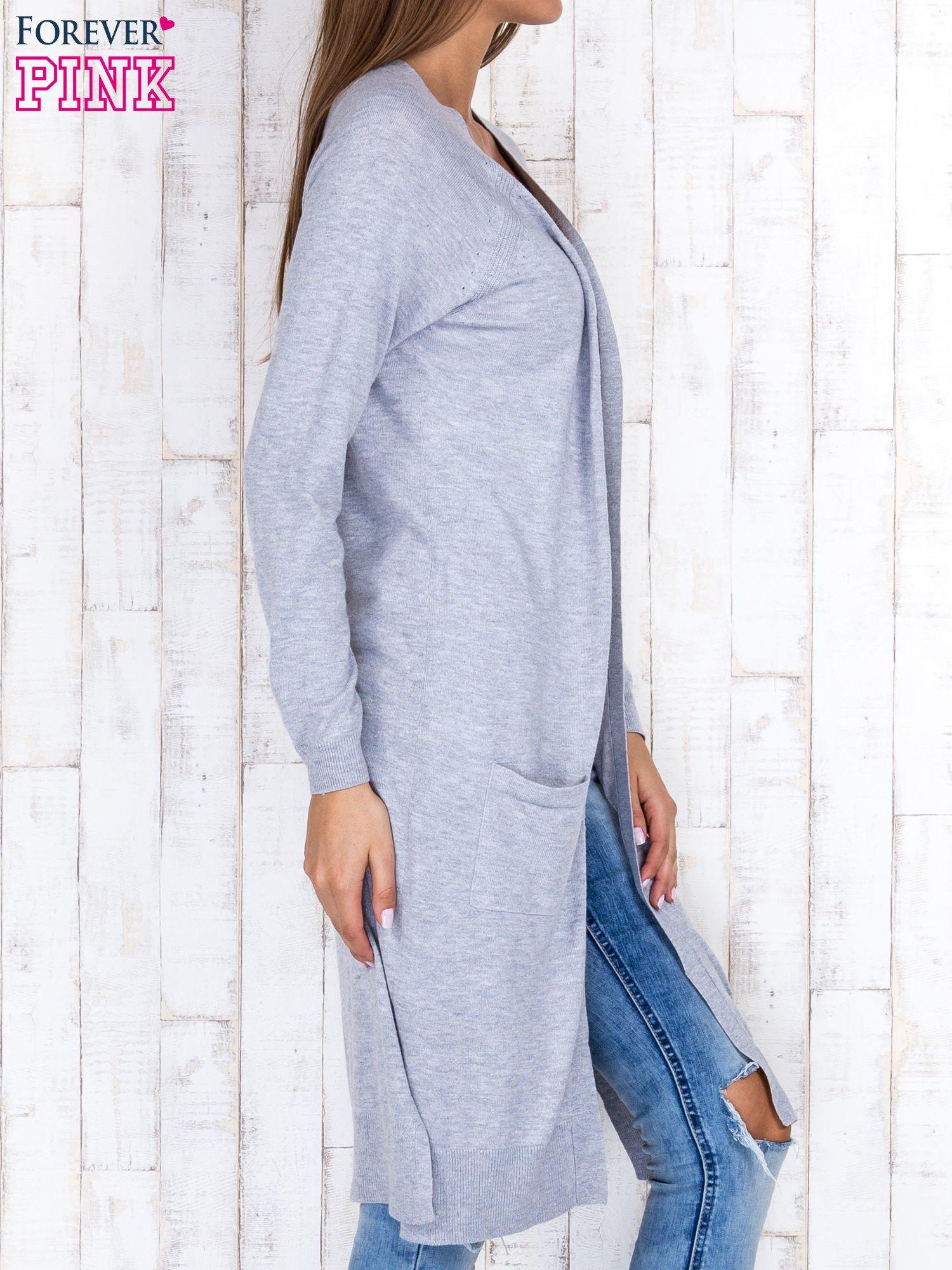 Szary długi sweter z ażurowym zdobieniem szwów                                  zdj.                                  3