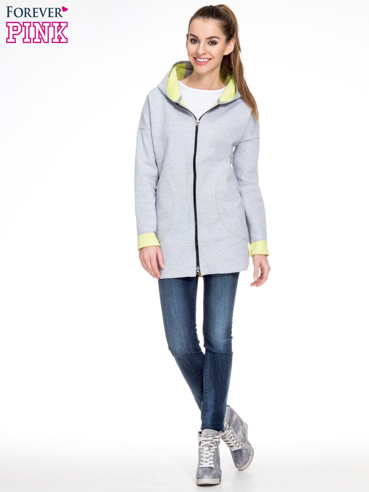 Szary dresowy płaszcz oversize z zieloną podszewką                                  zdj.                                  2