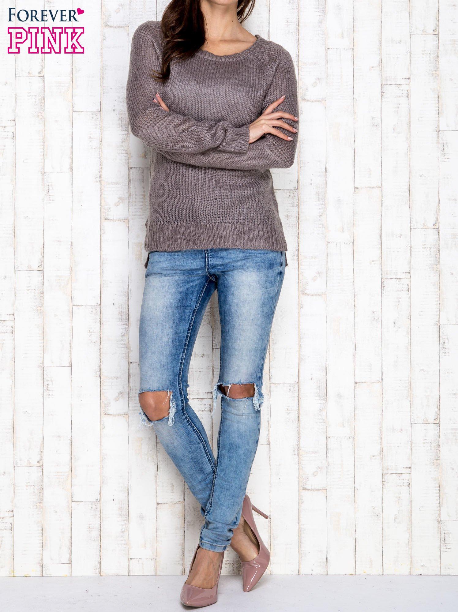 Szary dzianinowy sweter o szerokim splocie                                  zdj.                                  2