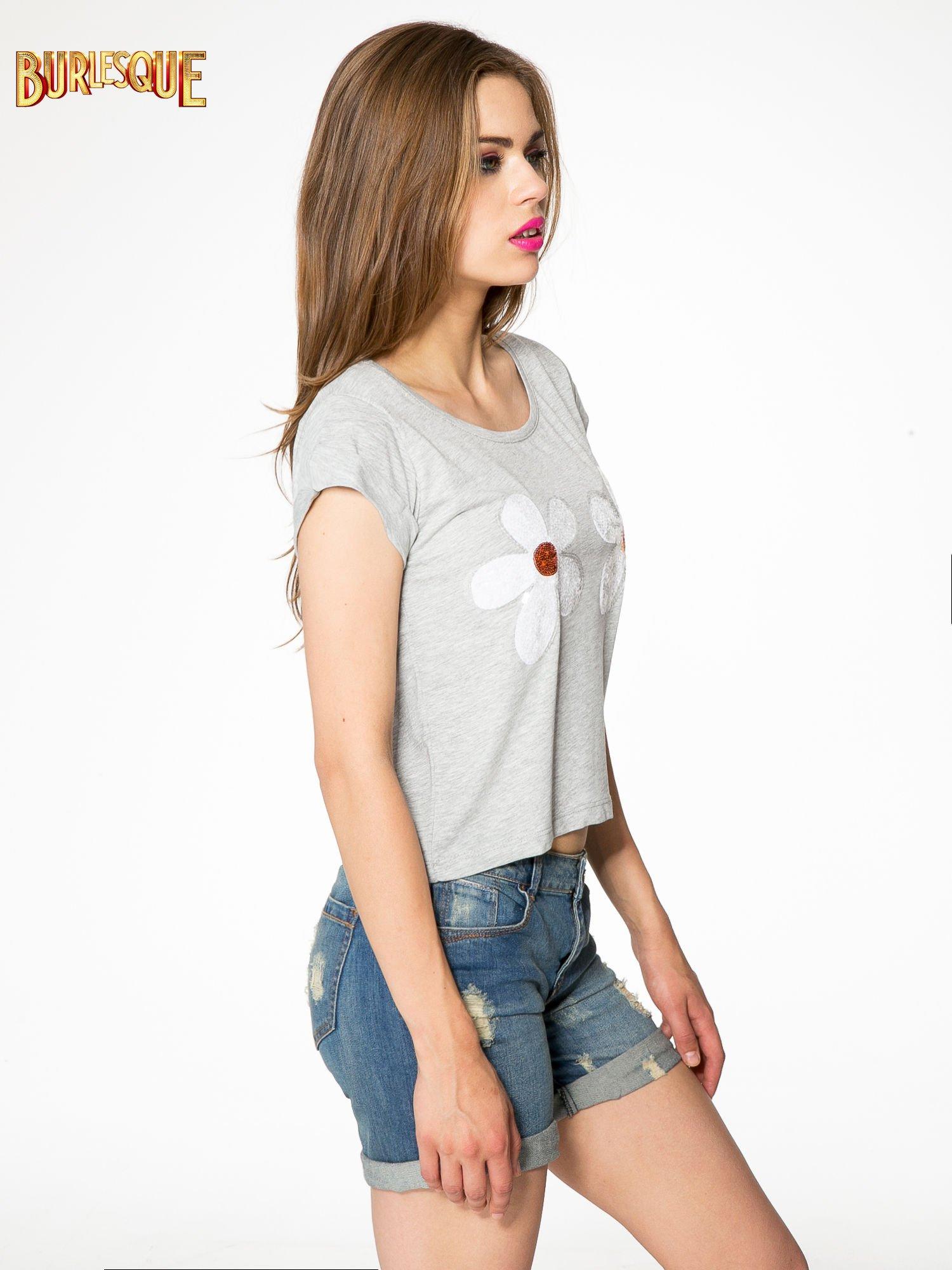 Szary krótki t-shirt z kwiatkami z cekinów                                  zdj.                                  3
