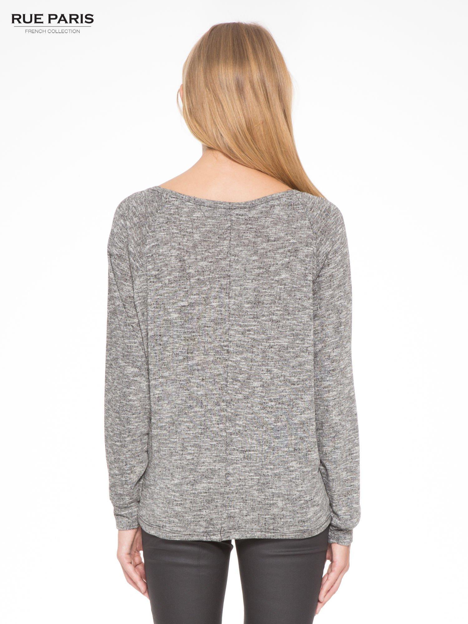 Szary melanżowy sweter z nietoperzowymi rękawami                                  zdj.                                  4