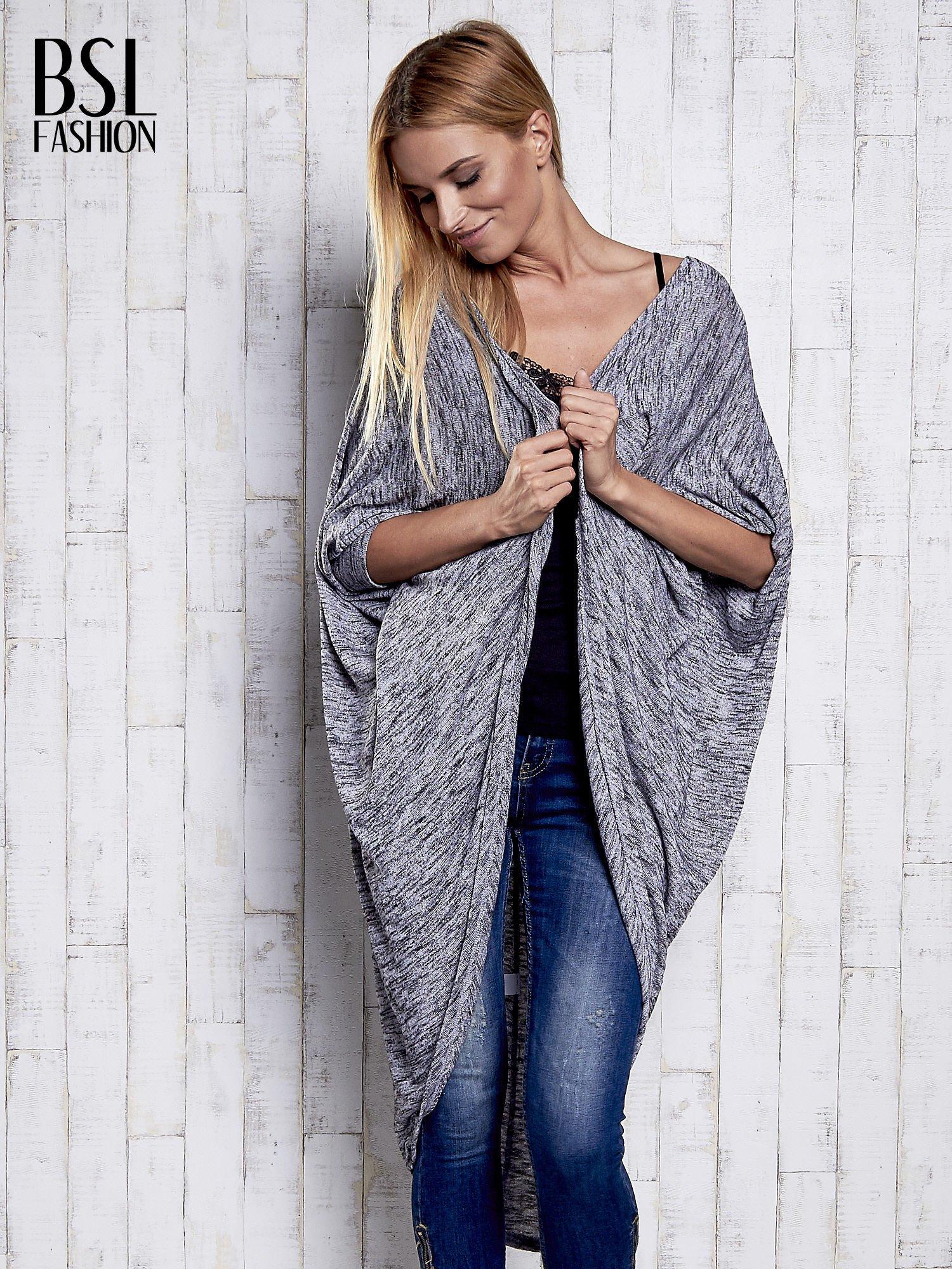 Szary melanżowy sweter z rękawem nietoperz                                  zdj.                                  3