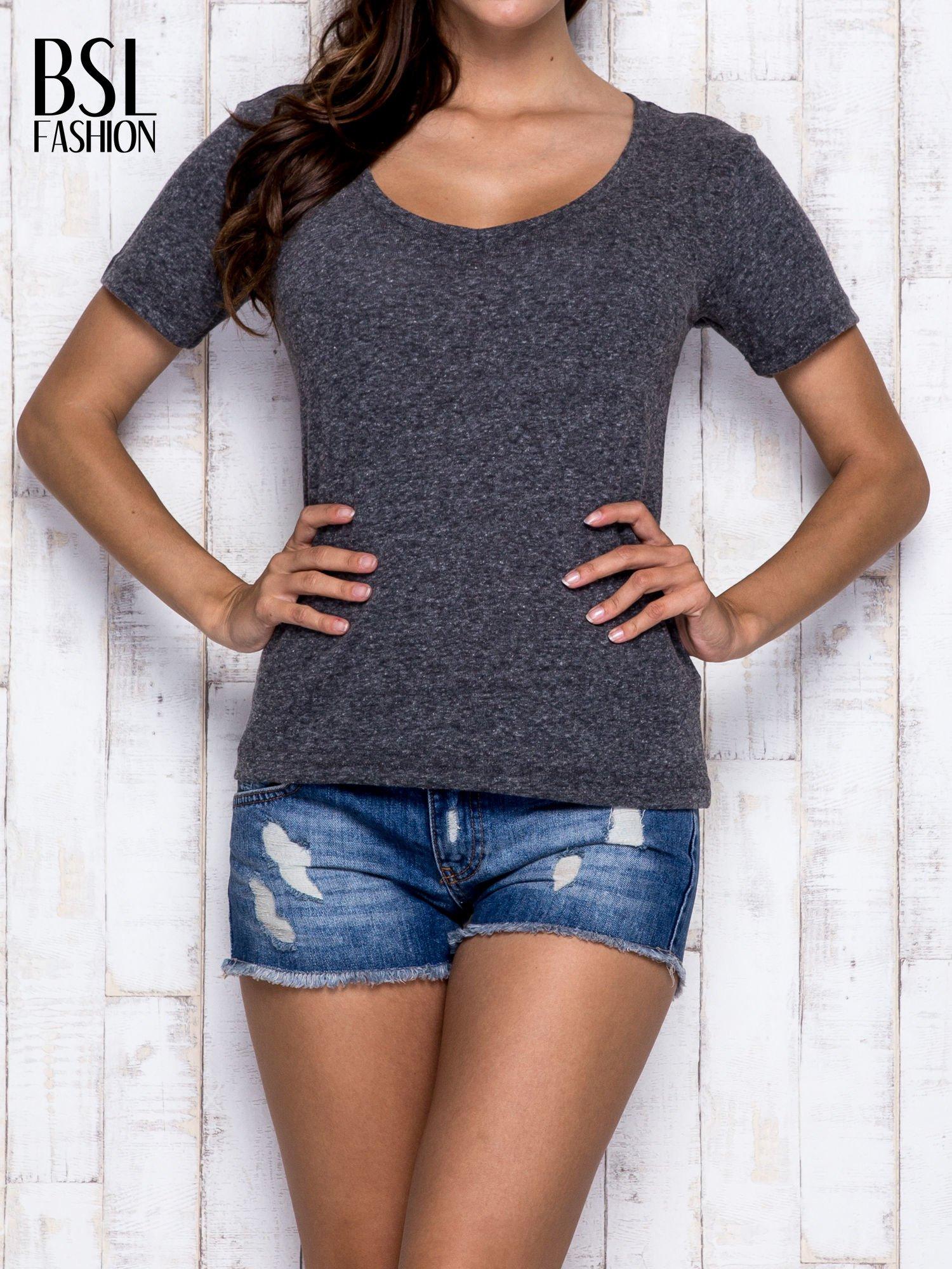 Szary melanżowy t-shirt z trójkątnym dekoltem                                  zdj.                                  1