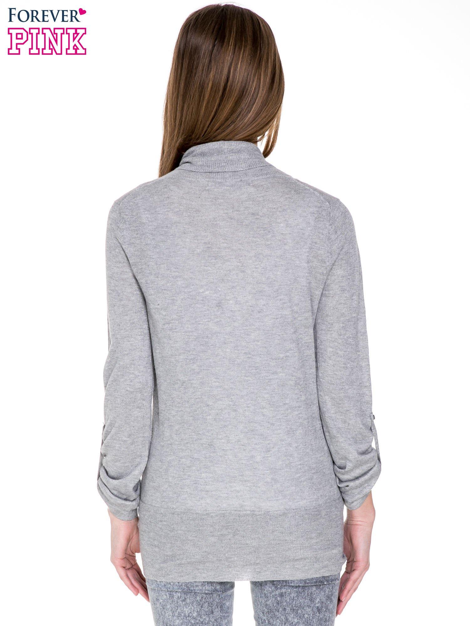 Szary sweter narzutka z wywijanymi rękawami                                  zdj.                                  4