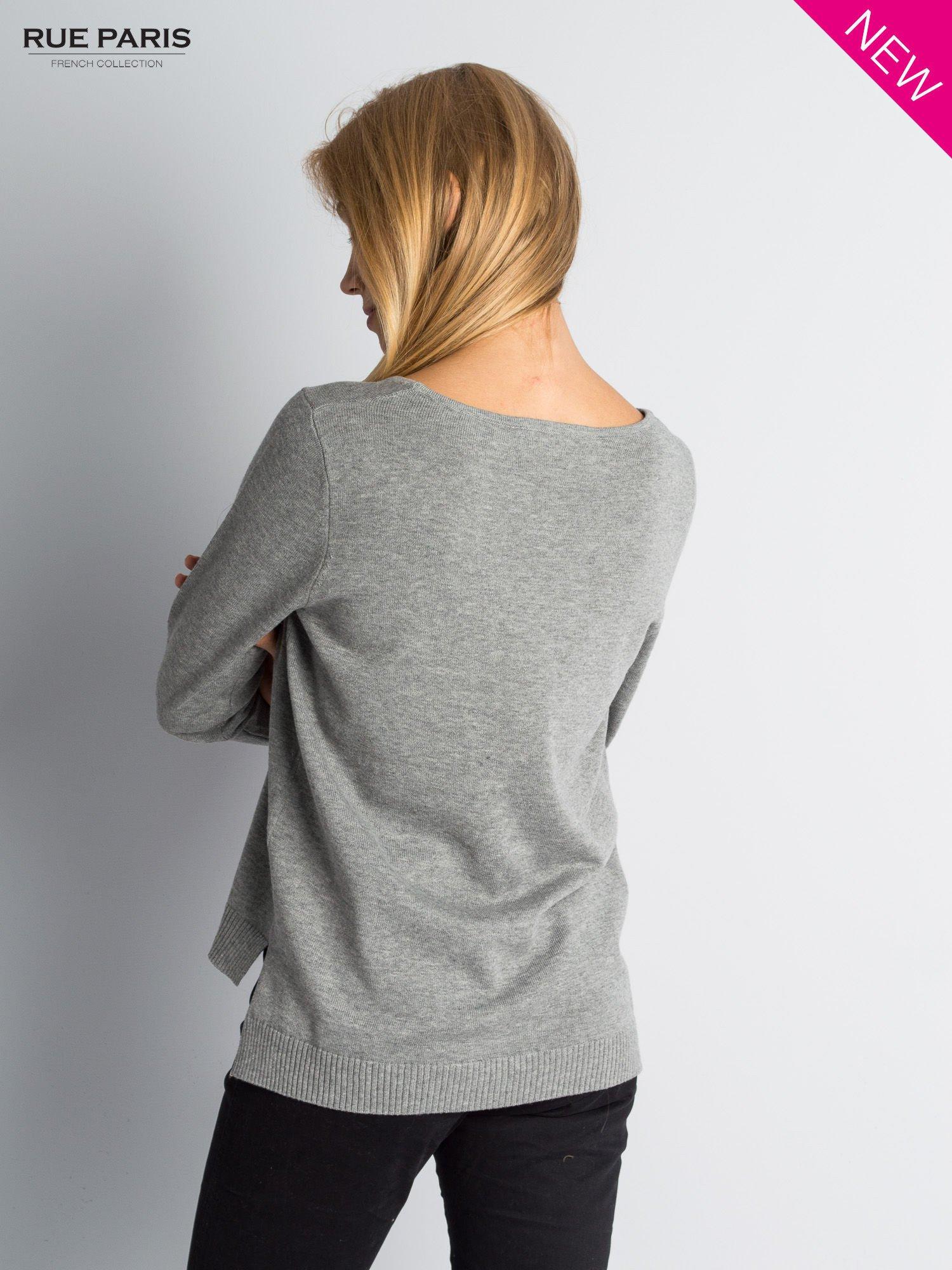 Szary sweter z rozporkami i dłuższym tyłem                                  zdj.                                  3