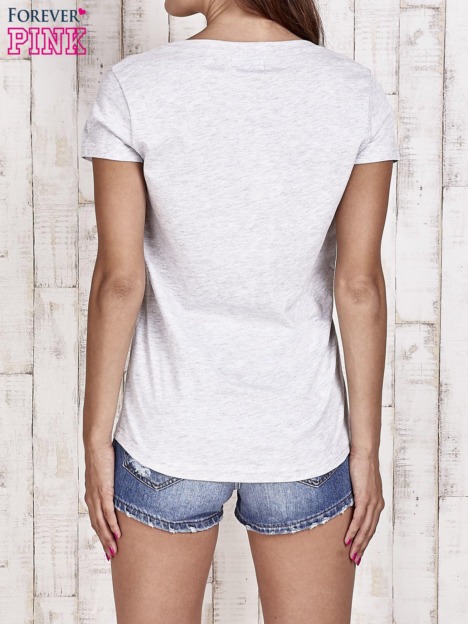 Szary t-shirt damski z napisem CALIFORNICATION                                  zdj.                                  4