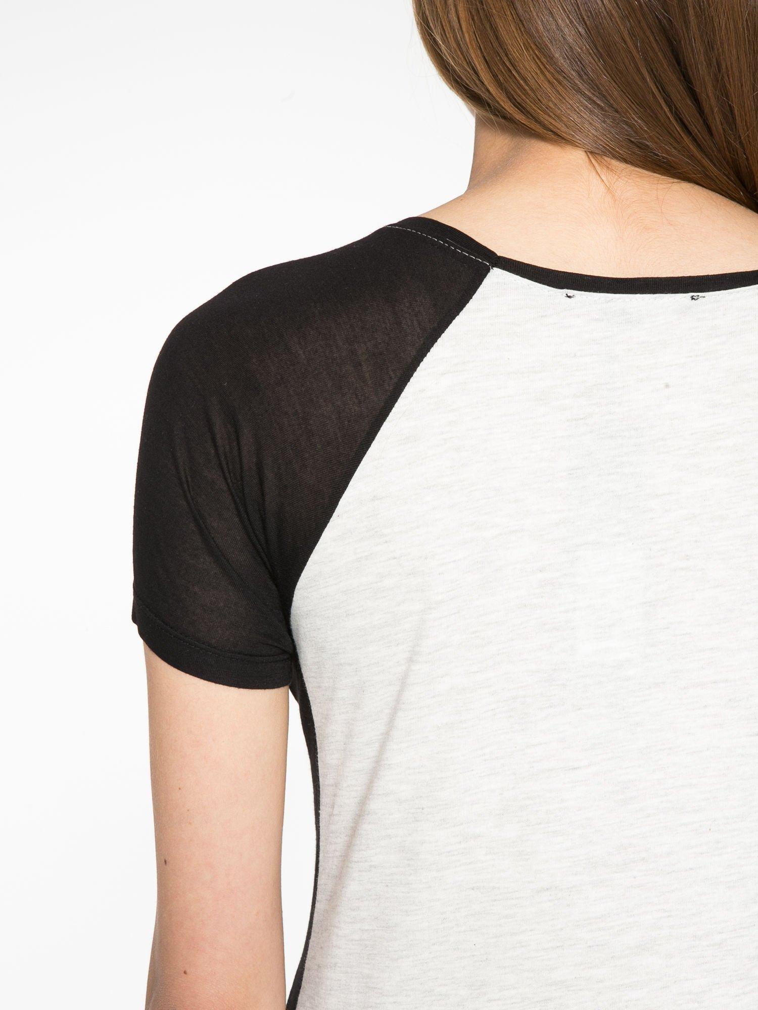 Szary t-shirt z błyszczącym nadrukiem NYC                                  zdj.                                  10