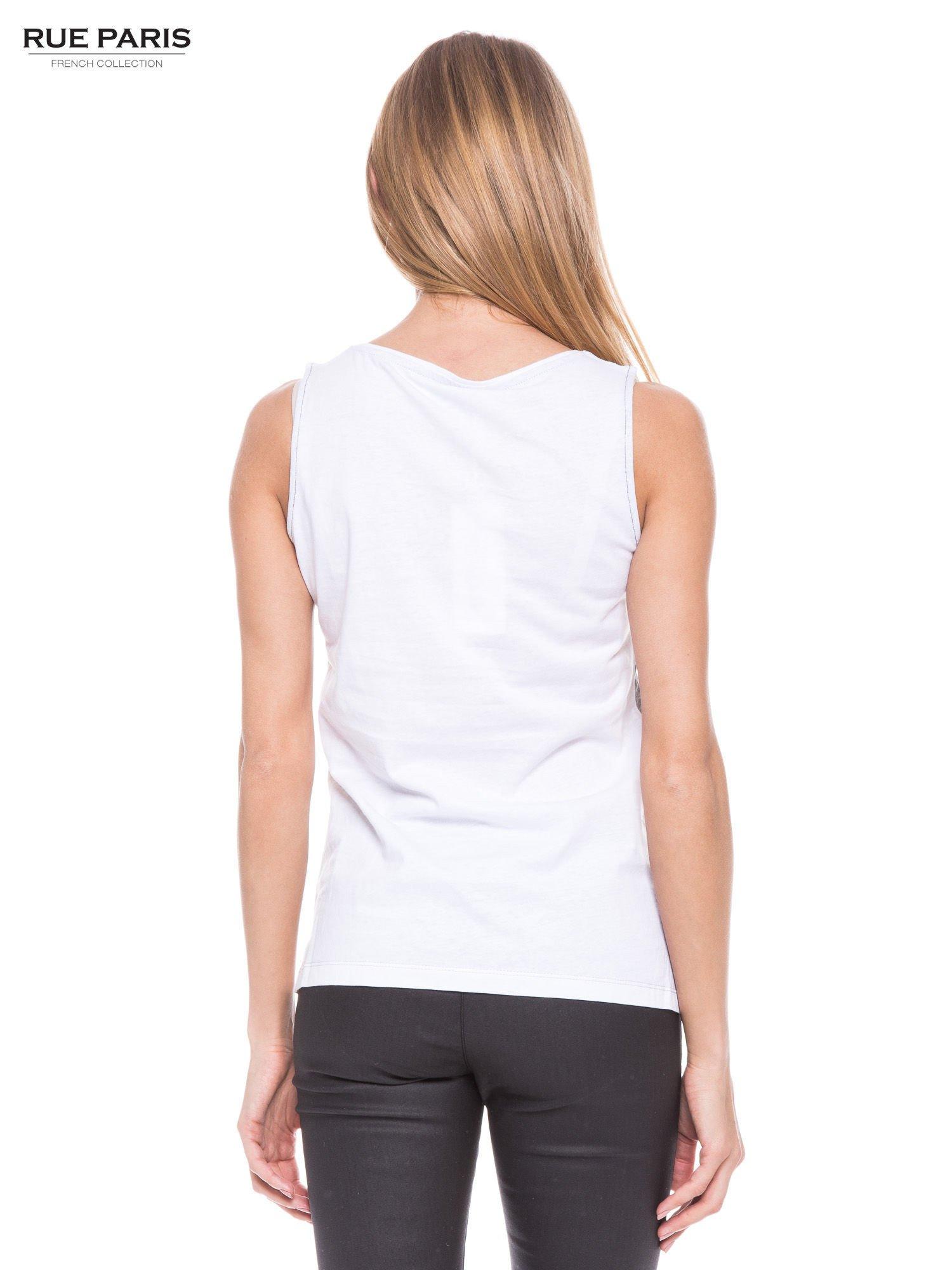 Szary t-shirt z geometrycznymi wstawkami na ramionach                                  zdj.                                  3