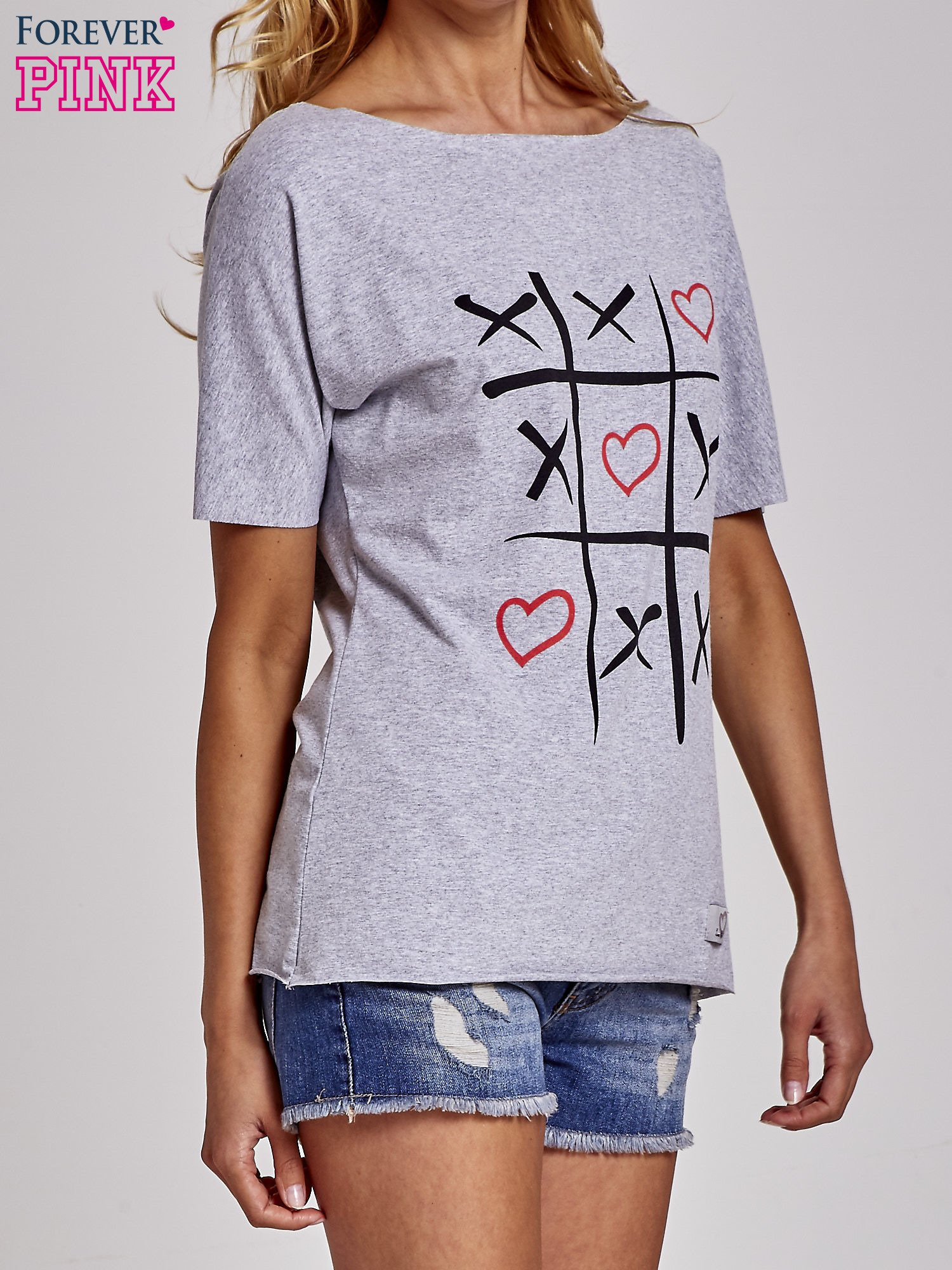 Szary t-shirt z motywem serce i krzyżyk                                  zdj.                                  3