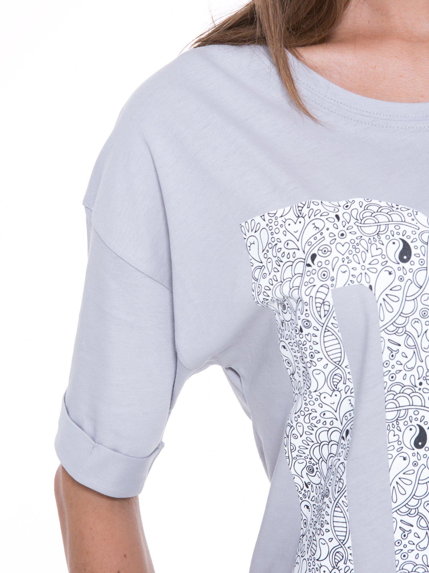 Szary t-shirt z nadukiem DUDE z przodu i na plecach                                  zdj.                                  8
