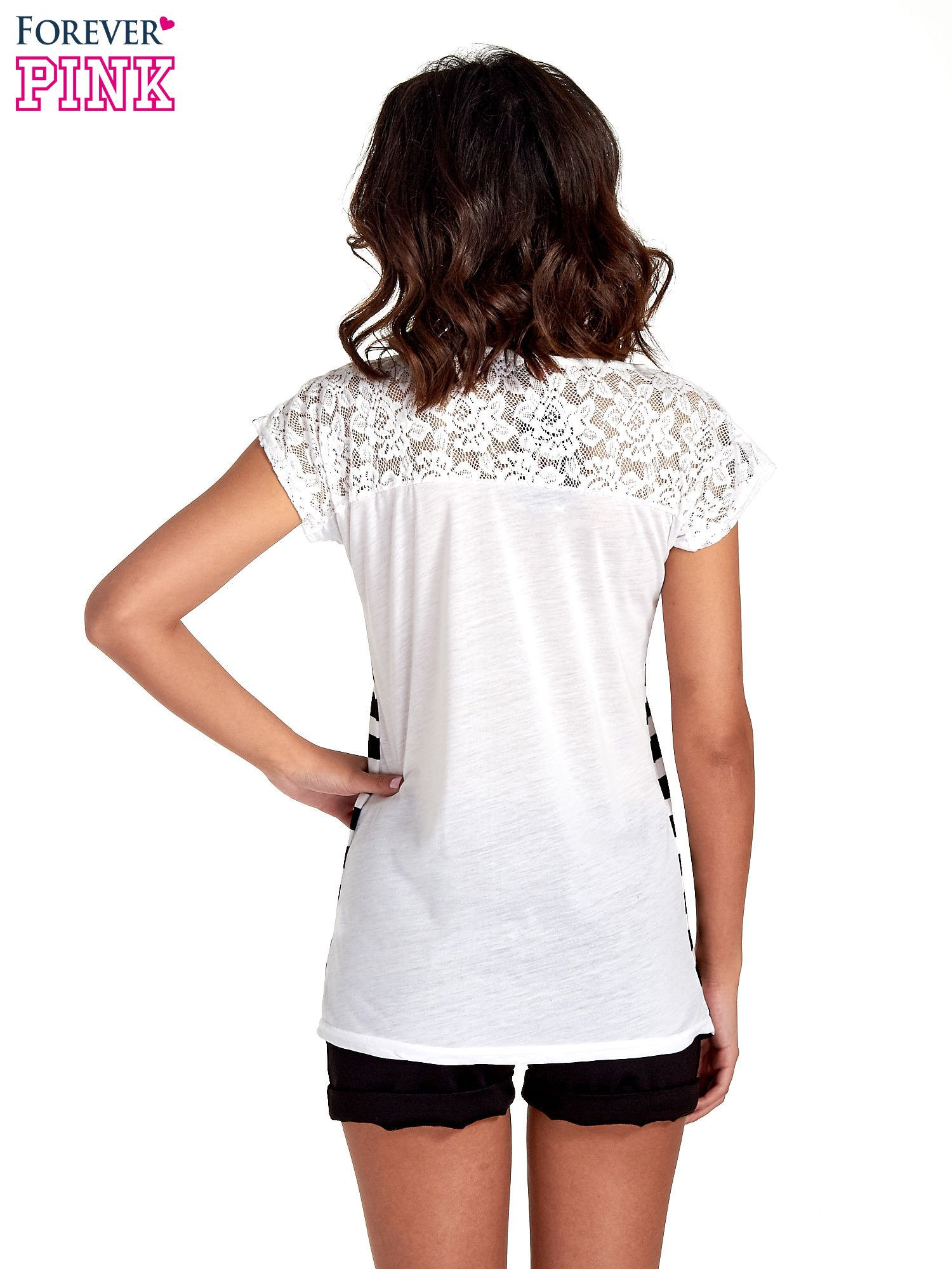 T-shirt w biało-czarne pasy z koronką z tyłu                                  zdj.                                  4