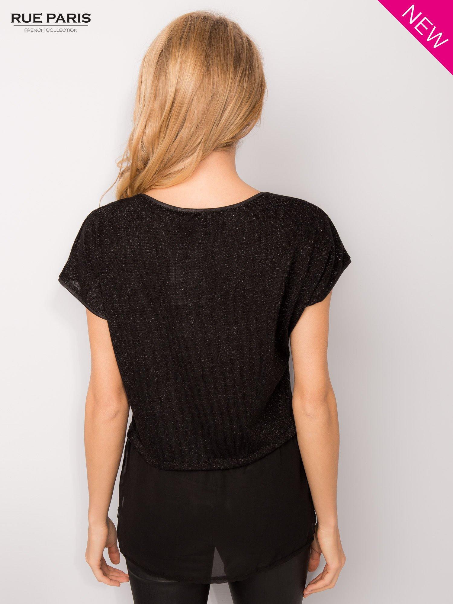 T-shirt z łączonych materiałów z dłuższym tyłem-mgiełką                                  zdj.                                  4