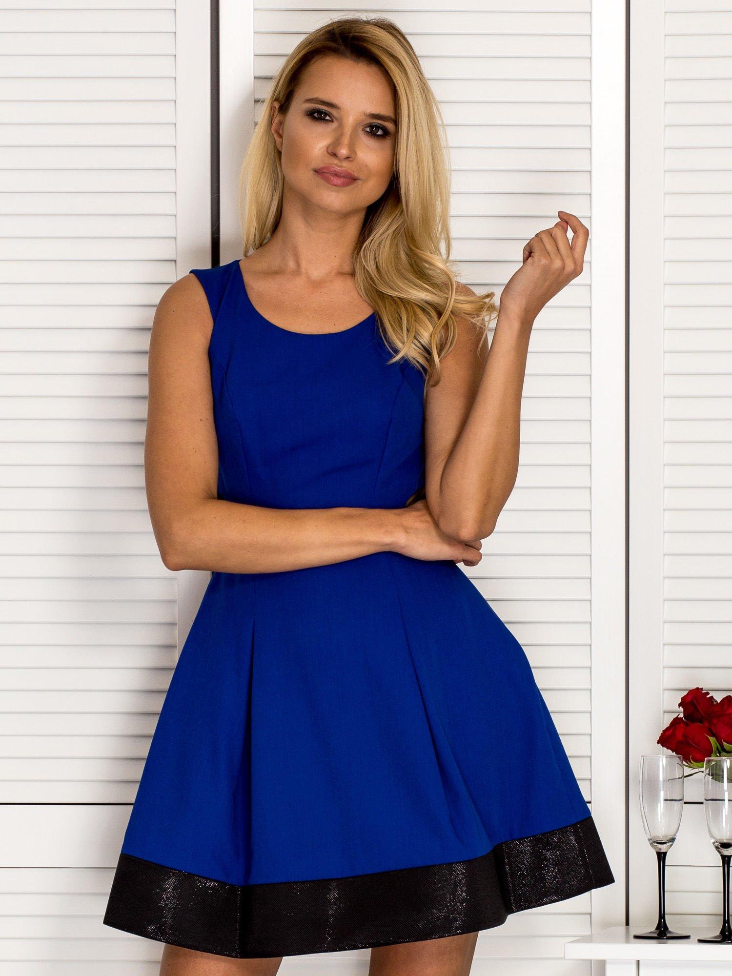 67dbd49a7f Trapezowa sukienka koktajlowa z zakładkami kobaltowa - Sukienka ...
