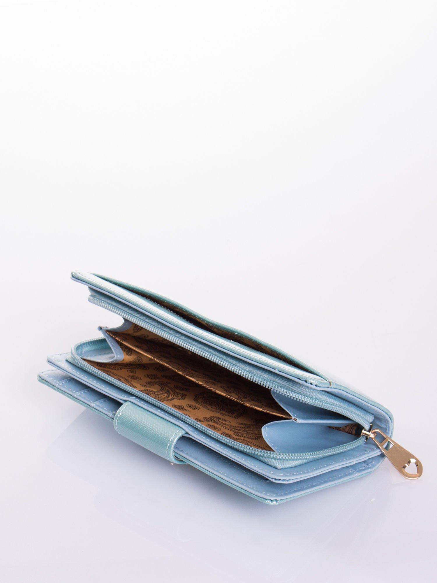 Turkusowy portfel ze złotym zapięciem efekt skóry saffiano                                  zdj.                                  5