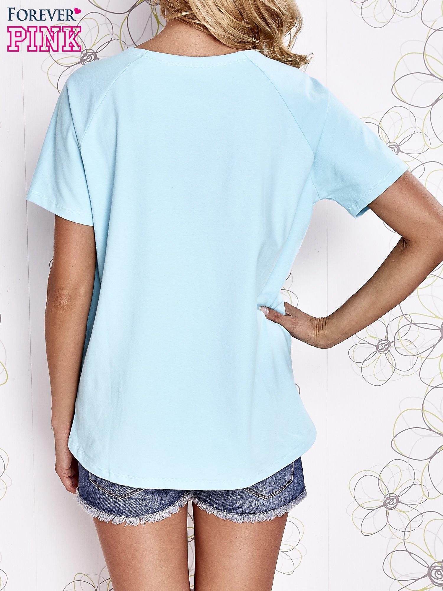 Turkusowy t-shirt z aplikacją owadów                                   zdj.                                  4