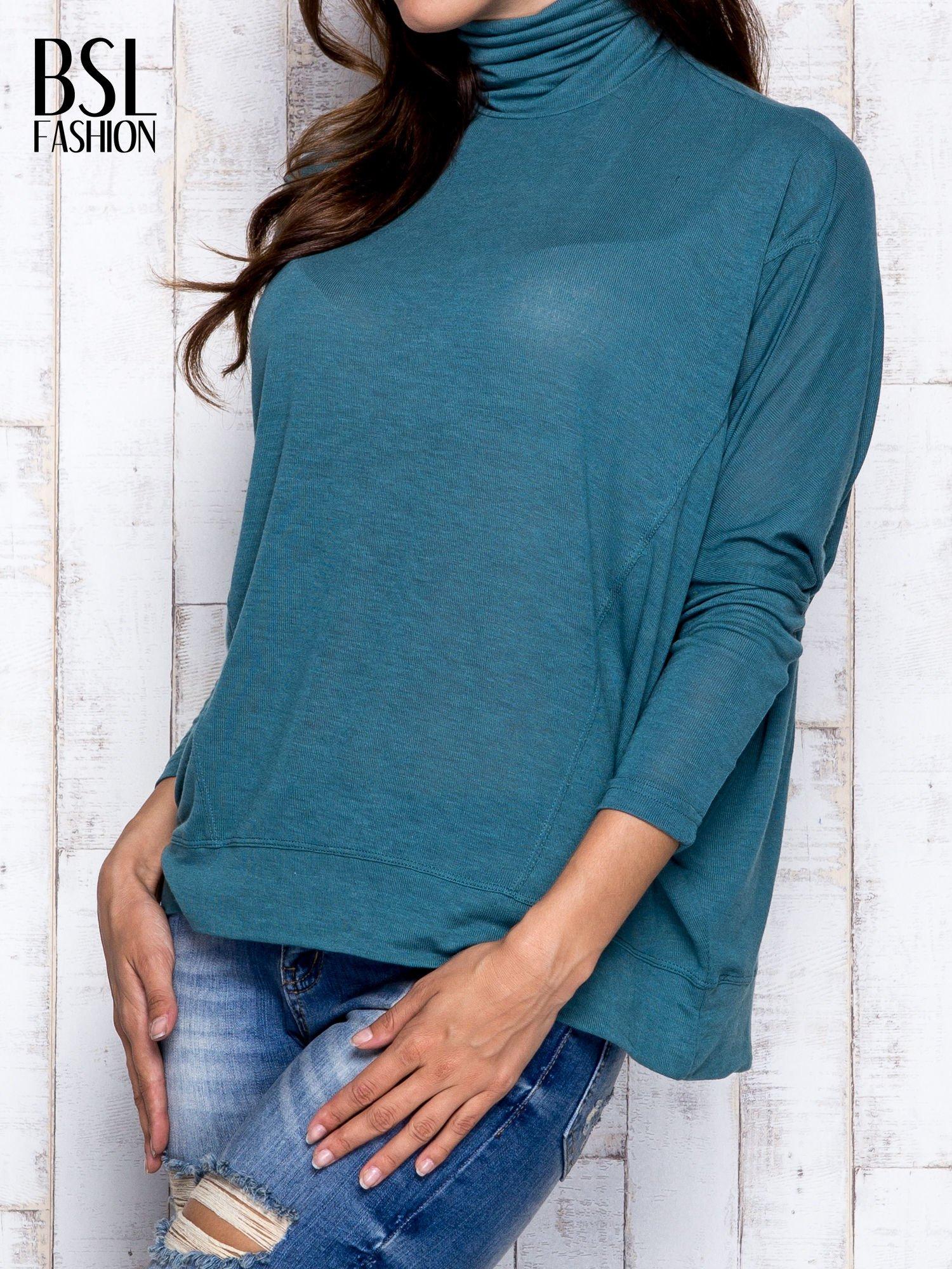 Zielona bluzka oversize z golfem                                  zdj.                                  4