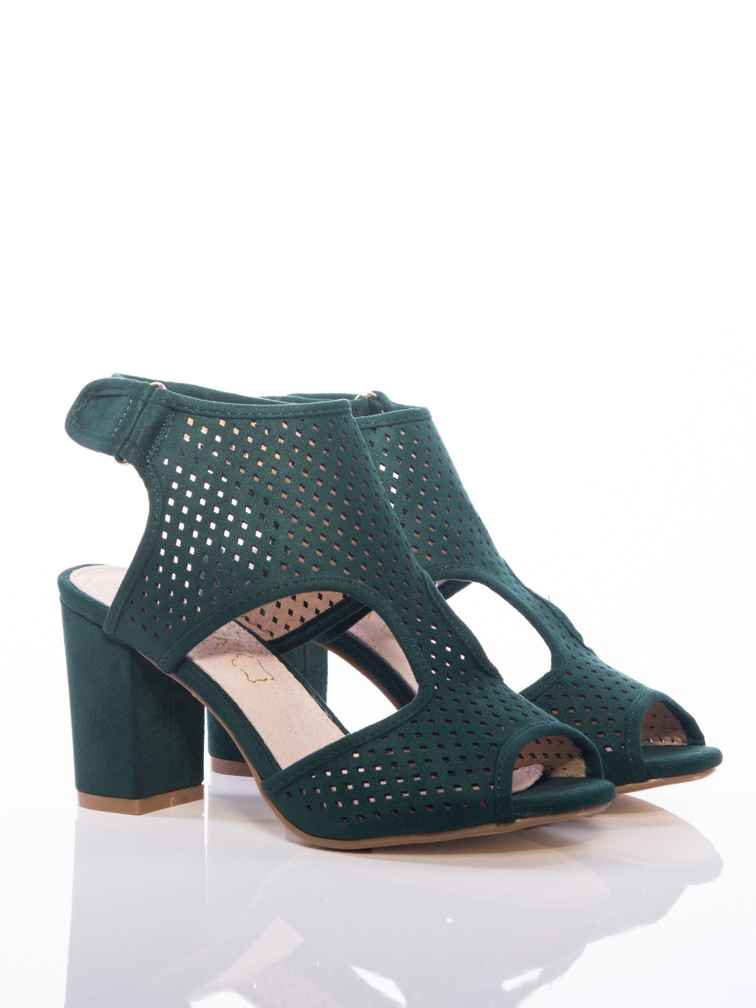 717ccfdbfa259 Zielone sandały Sabatina z ażurową cholewką
