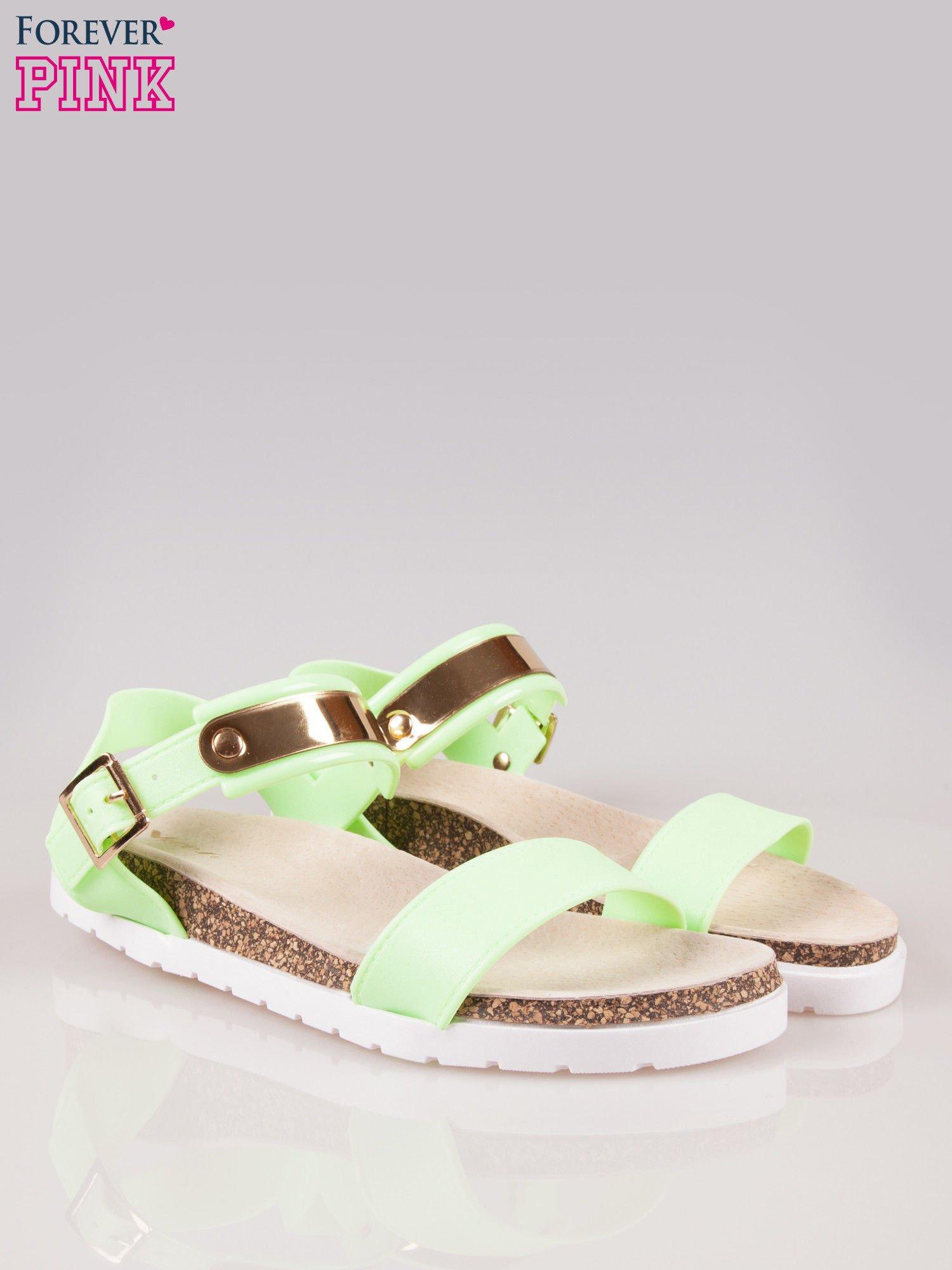 Zielone sandały z blaszką na korkowej podeszwie                                  zdj.                                  2