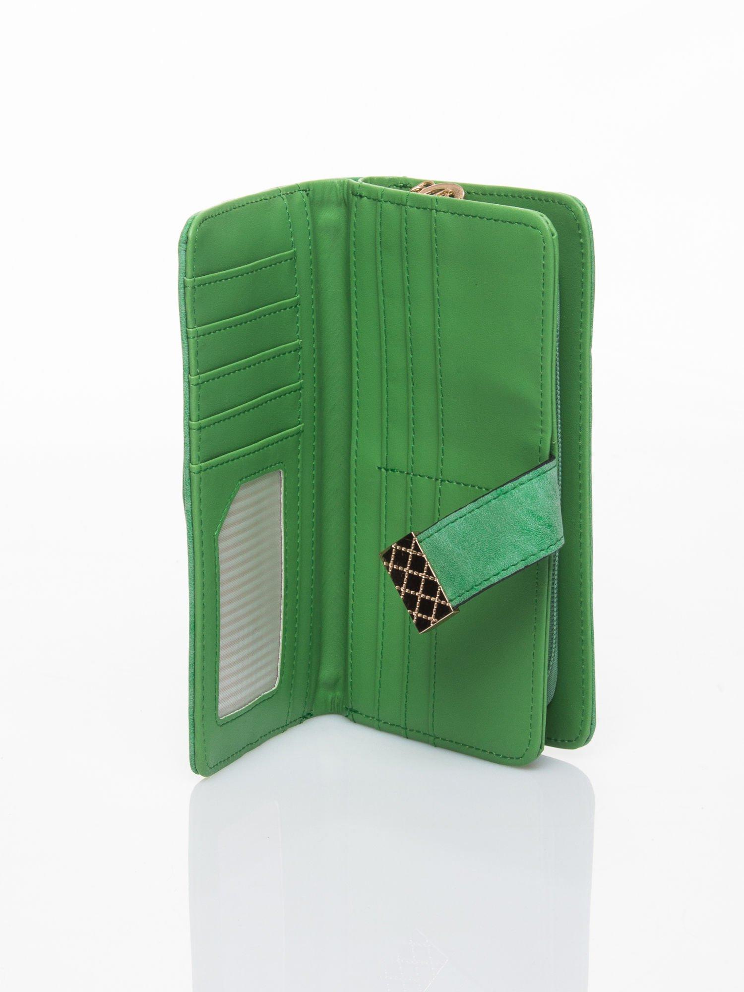 Zielony portfel z plecionką                                  zdj.                                  4