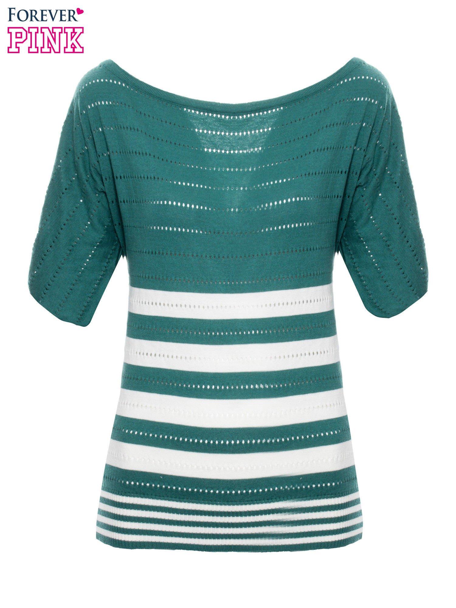 Zielony sweter w paski z szerokim dekoltem                                  zdj.                                  2