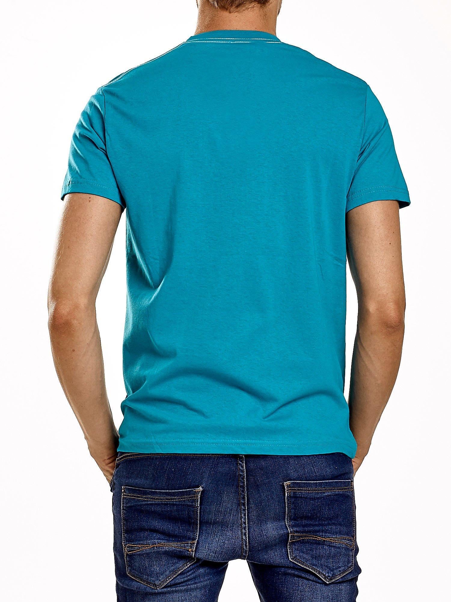 Zielony t-shirt męski z nadrukiem i napisem ONE                                  zdj.                                  5