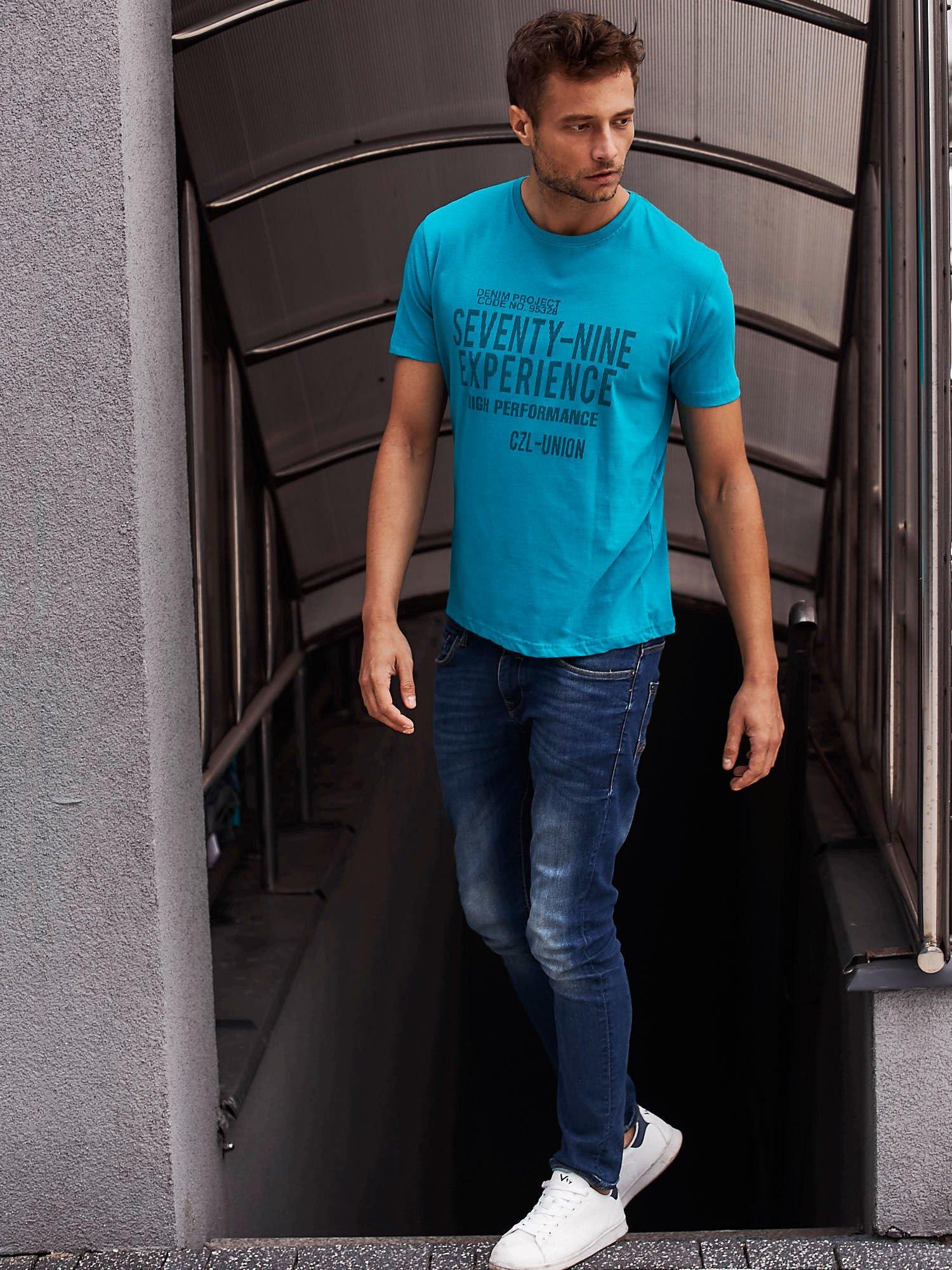 Zielony t-shirt męski z nadrukiem napisów                                  zdj.                                  6