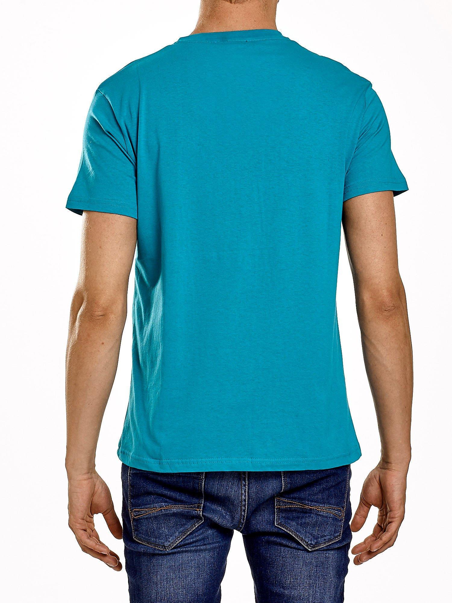 Zielony t-shirt męski z napisem CHAMPION i liczbą 28                                  zdj.                                  3